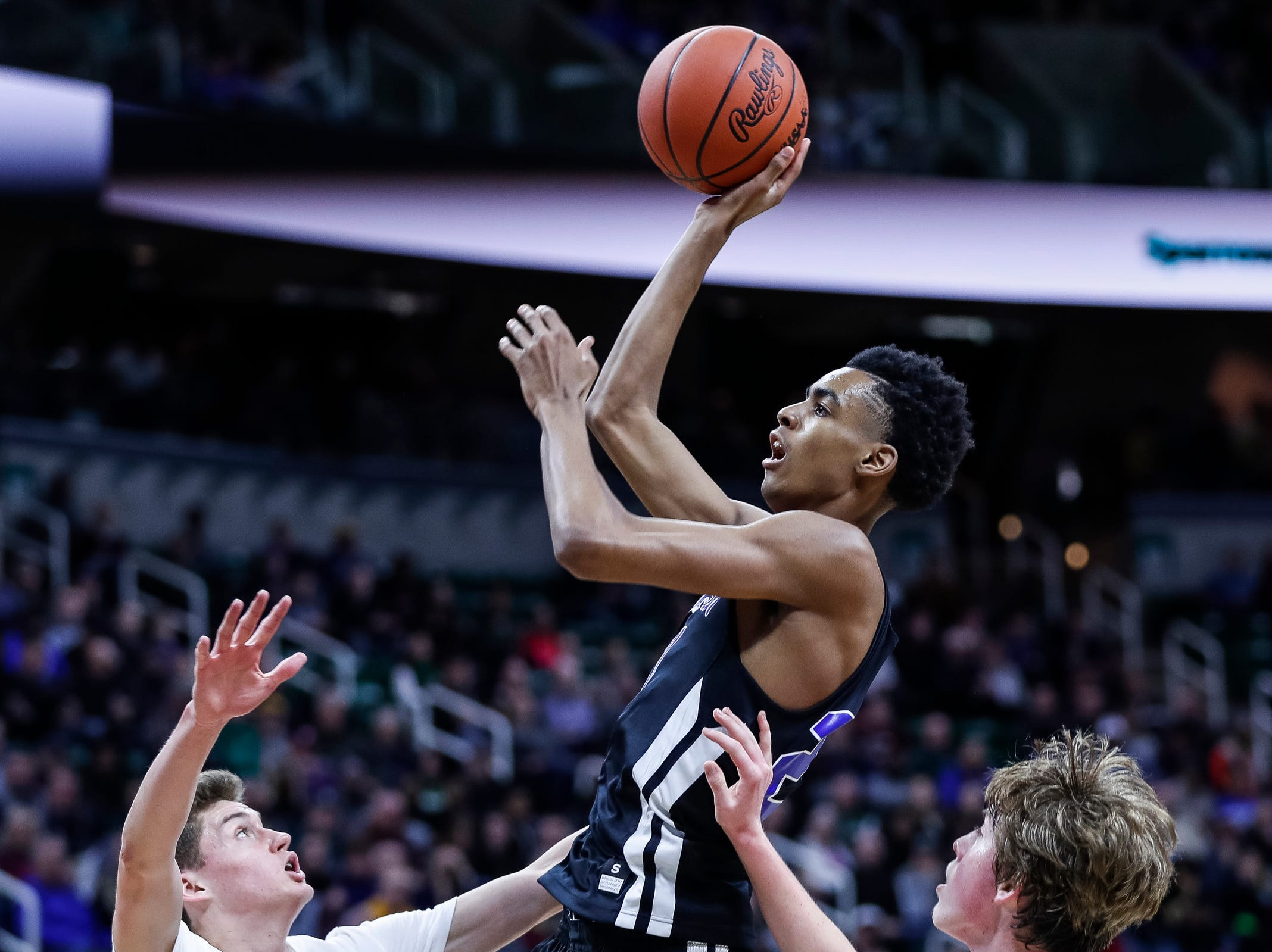 Ypsilanti Lincoln's Emoni Bates (21) shoots against Howell during the first half of MHSAA Division 1 semifinal at the Breslin Center in East Lansing, Friday, March 15, 2019.