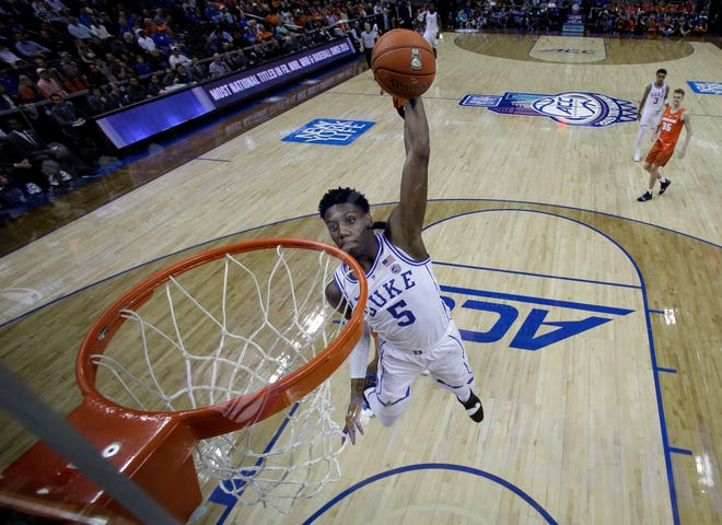 Duke's RJ Barrett (5) dunks against Syracuse during the second half.