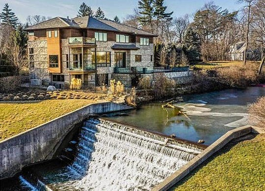 This 4-bedroom, 8-bath Quarton Lake house in Birmingham is on the market for $4.995 million