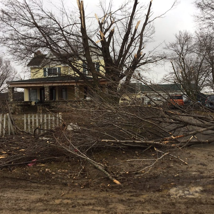 Vernon residents describe tornado strike, assess damage