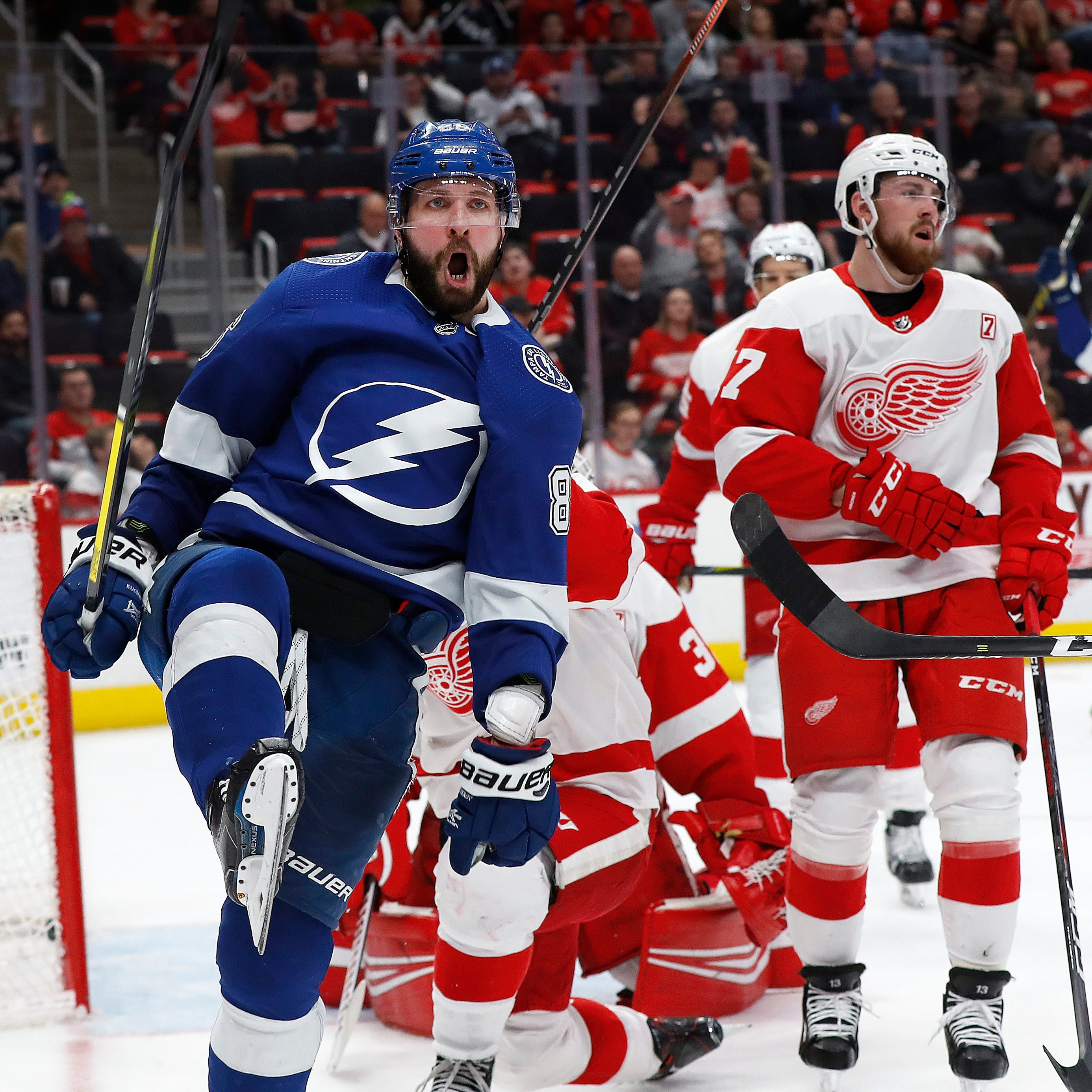 Red Wings cough up two-goal lead in third period, lose to Lightning