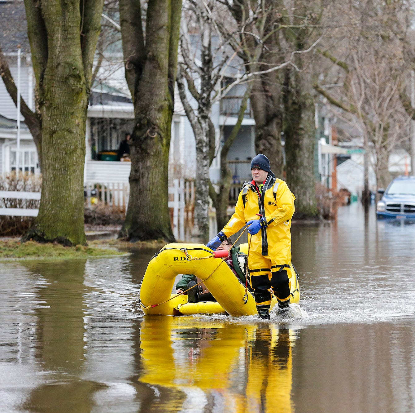 Flooding remains an issue around Fond du Lac; colder weather to affect those without gas