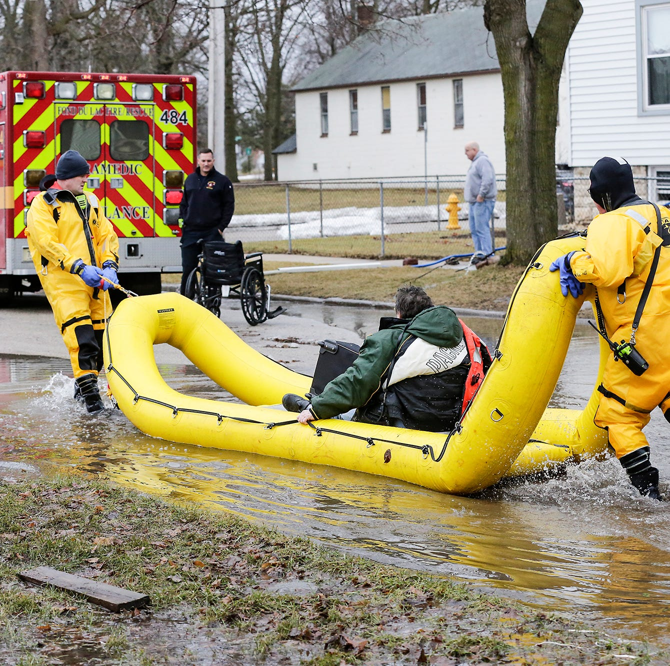 Fond du Lac flood stories: One woman rides bus to safety, another tries a laundry basket