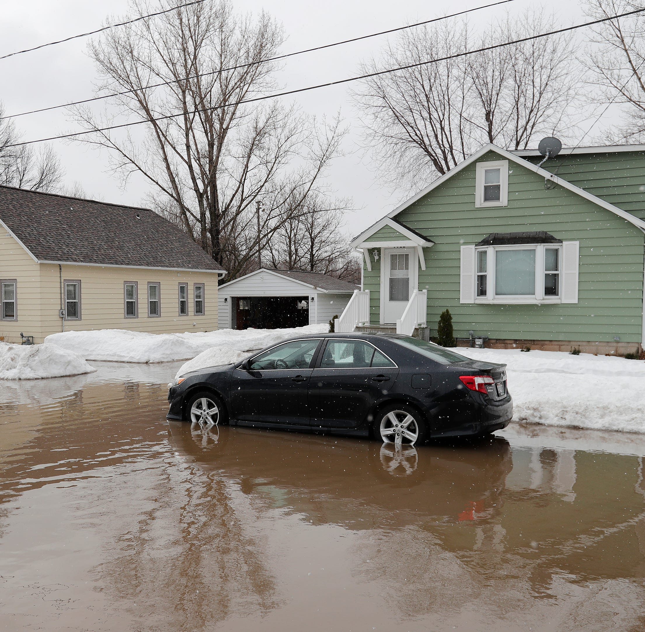 Flood damage: What to do for damage assessment, cleanup and insurance claims
