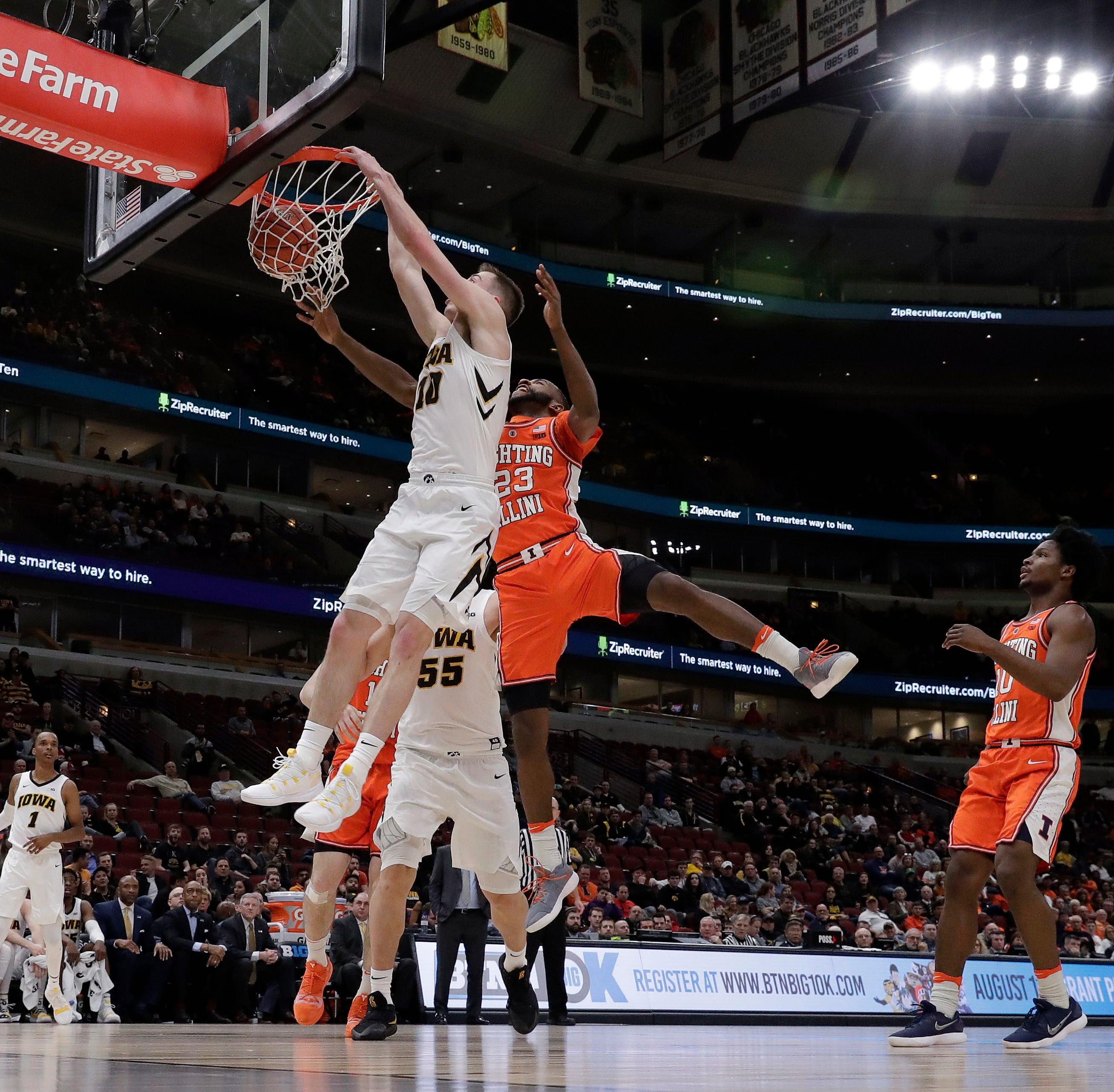 Freshman Joe Wieskamp's energy gets Hawkeyes rolling in tournament win over Illinois