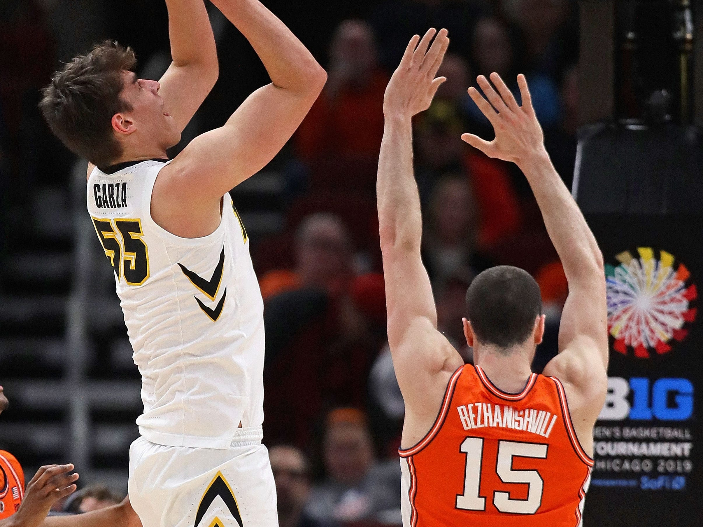 CHICAGO, ILLINOIS - MARCH 14: Luka Garza #55 of the Iowa Hawkeyes shoots over Giorgi Bezhanishvili #15 of the Illinois Fighting Illini at the United Center on March 14, 2019 in Chicago, Illinois.  (Photo by Jonathan Daniel/Getty Images)