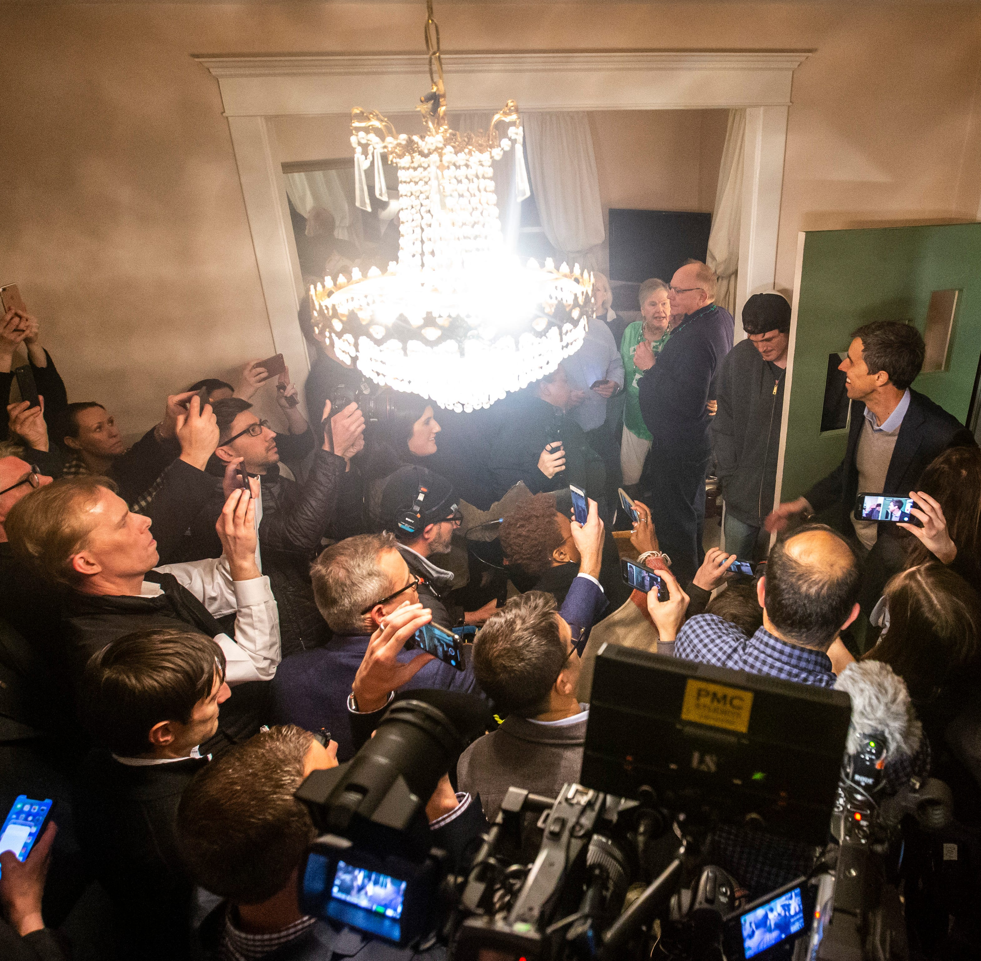 Iowa caucuses 2020: Beto O'Rourke packs out a house in Muscatine