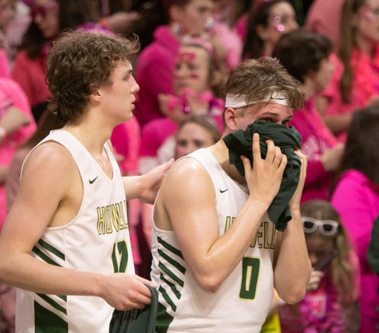 Howell's Josh Palo, right, and Tony Honkala react to a 72-56 loss to Ypsilanti Lincoln in a state Division 1 basketball semifinal at the Breslin Center on Friday, March 15, 2019.