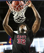 Memphis East's James Wiseman dunks the ball against  Brentwood during the Class AAA boys basketball state semifinal at the Murphy Center in Murfreesboro, Tenn. on Friday, March 15, 2019.