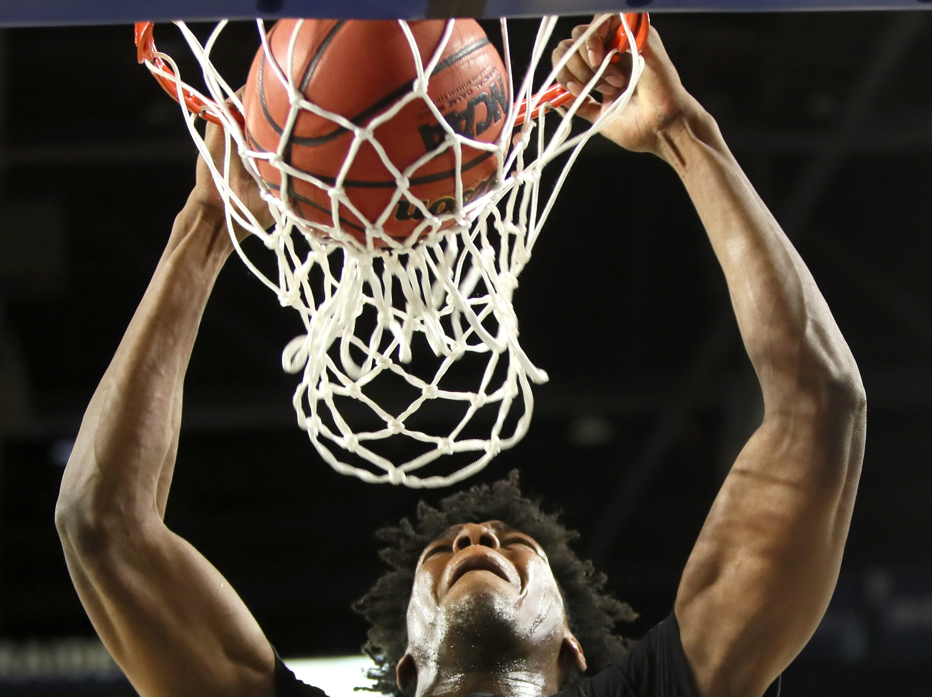 Memphis East's James Wiseman dunks the ball against Brentwood during the Class AAA boys basketball state semifinal at the Murphy Center in Murfreesboro, Tenn. on Thursday, March 14, 2019.