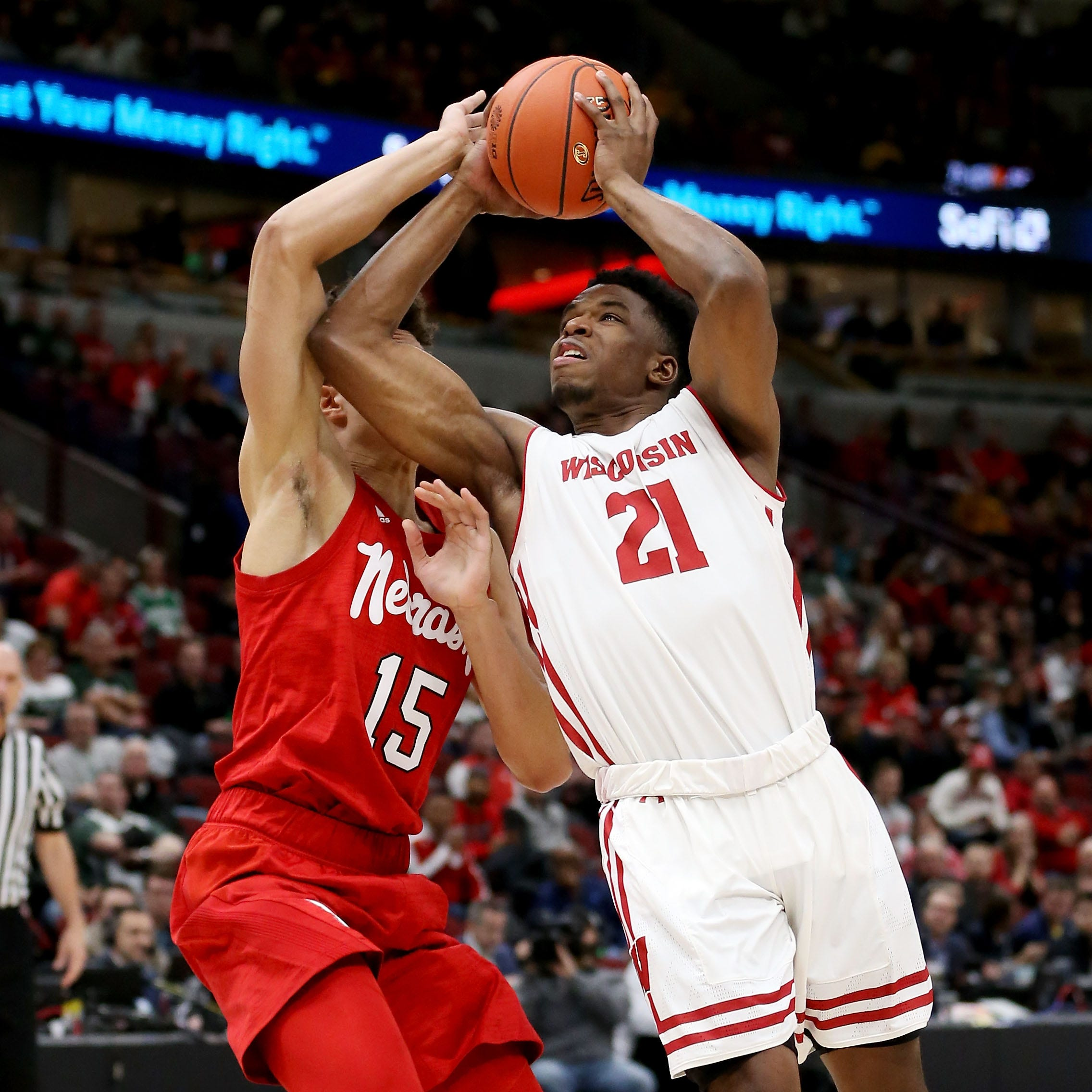 Wisconsin advances to Big Ten semifinals despite flawed performance that included 17 turnovers