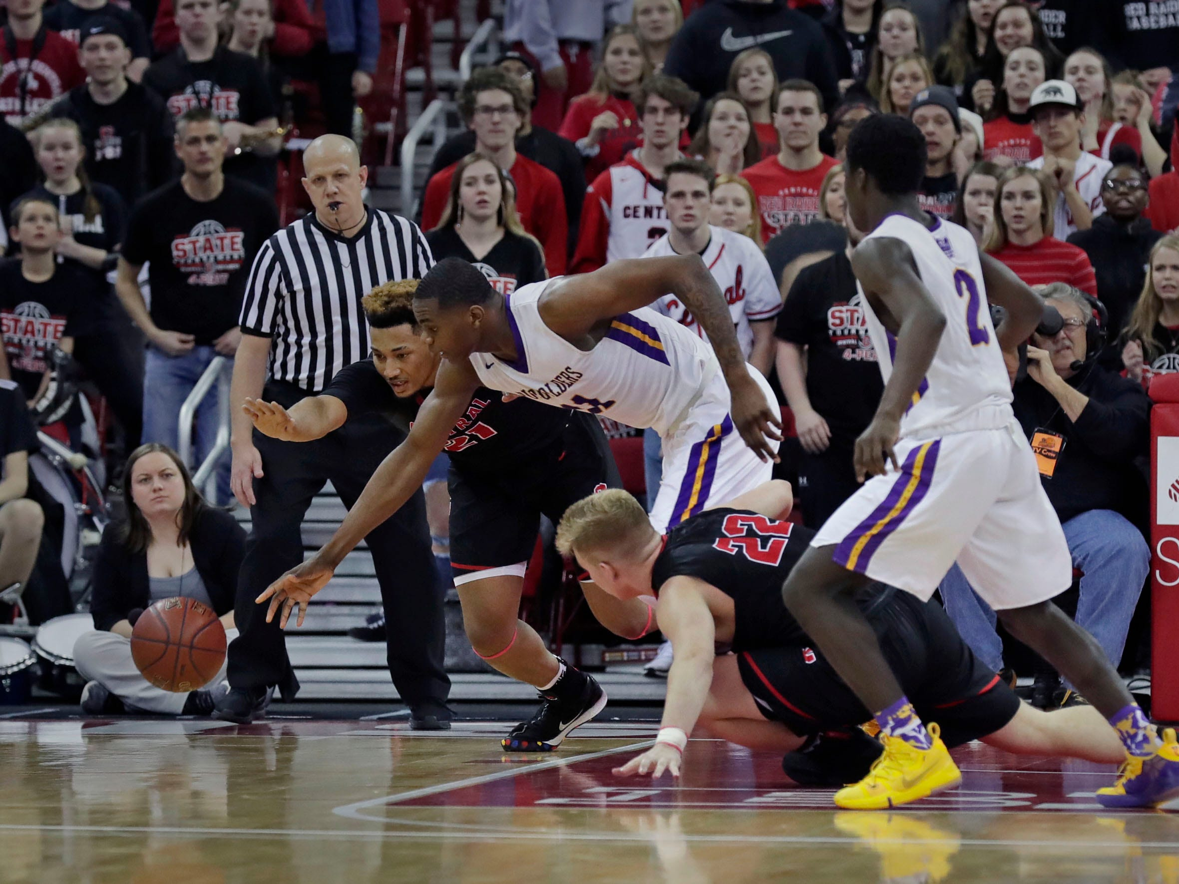 Milwaukee Washington's Michael Foster Jr. goes after a loose ball with La Crosse Central's Terrance Thompson.