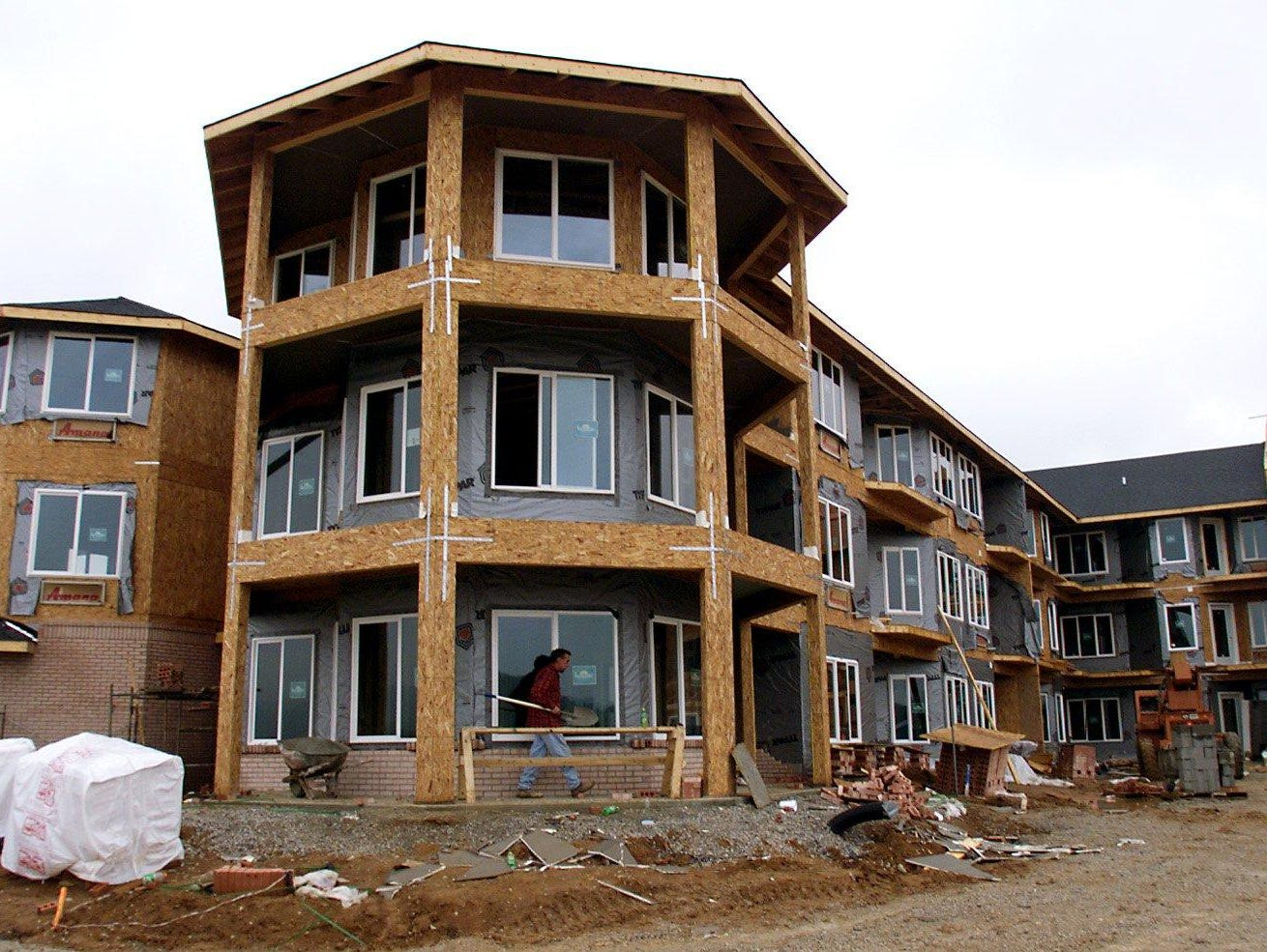 Construction on the Manor at Steeplechase, a three-story retirement community on Cool Springs Boulevard in Franklin, was completed in September 1999.