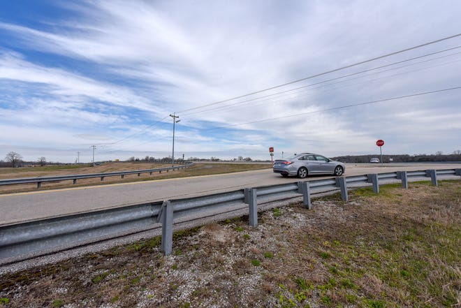 TDOT plans to install traffic signals at the on and off ramps of Saturn Parkway (State Route 396) at Port Royal Road later this year.