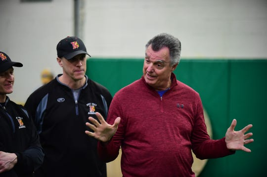 Frank Tanana talks to Novi Heat players Thursday evening.