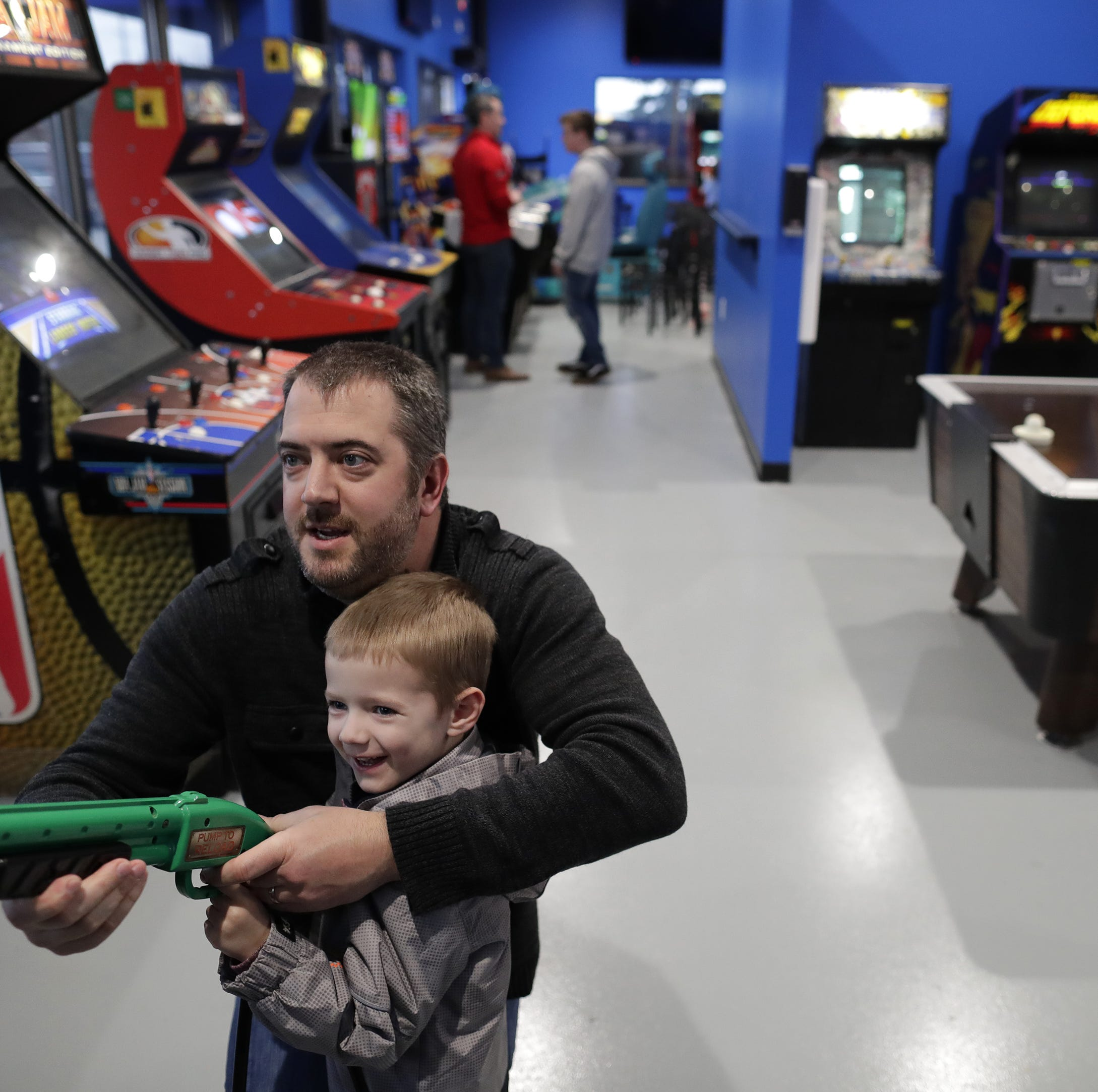 Pinball and pool: Pixels Arcade & Sports Bar opens in Oshkosh | Streetwise