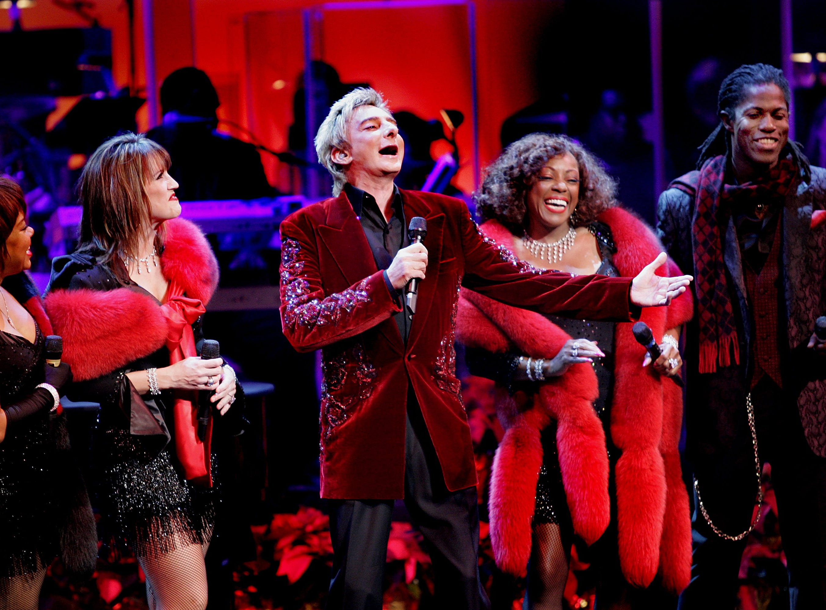Barry Manilow performs in Palm Springs in 2005.