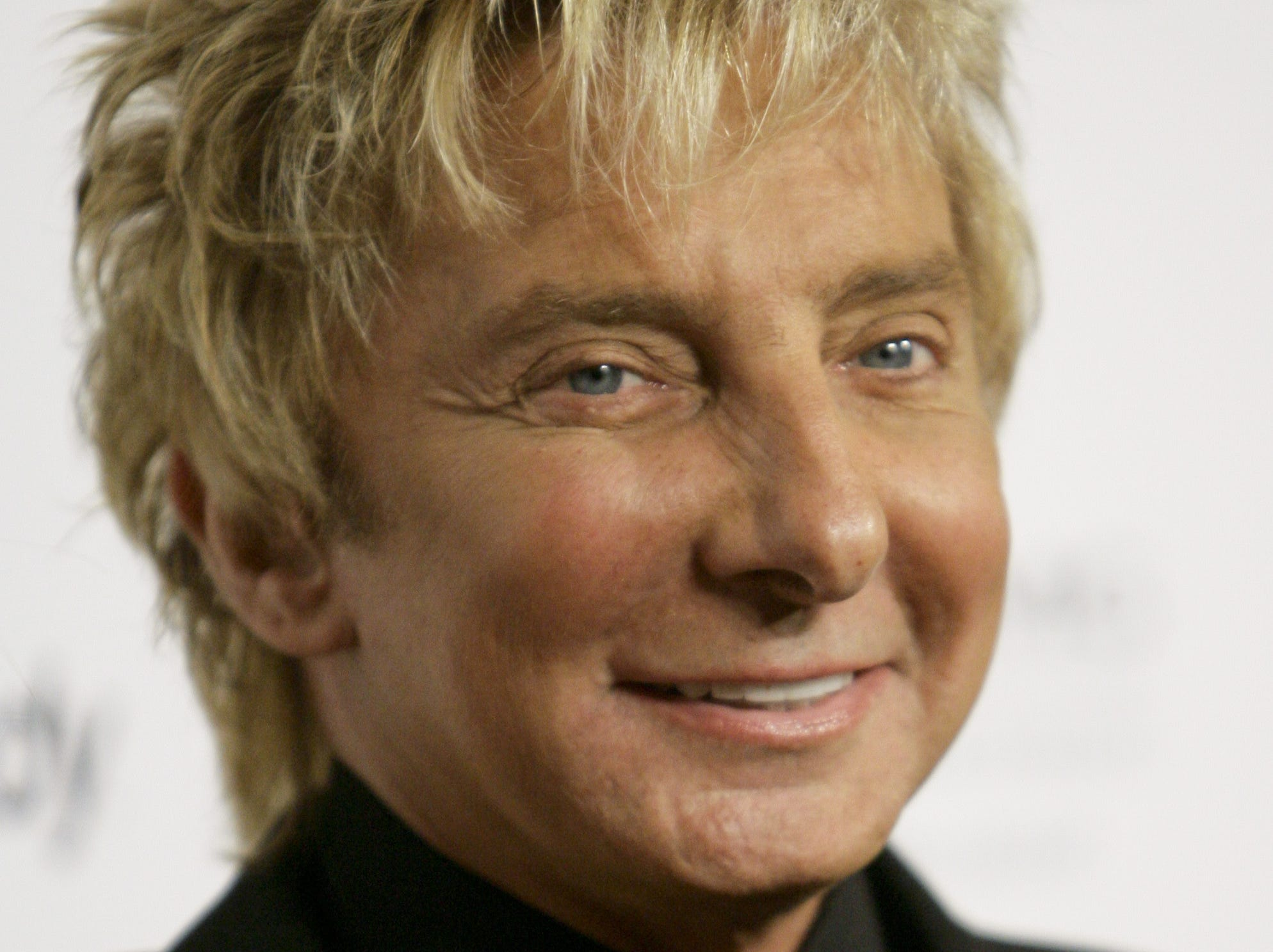 Barry Manilow arrives for the Clive Davis Pre-Grammy Party in Beverly Hills, Calif., Saturday, Feb. 10, 2007.