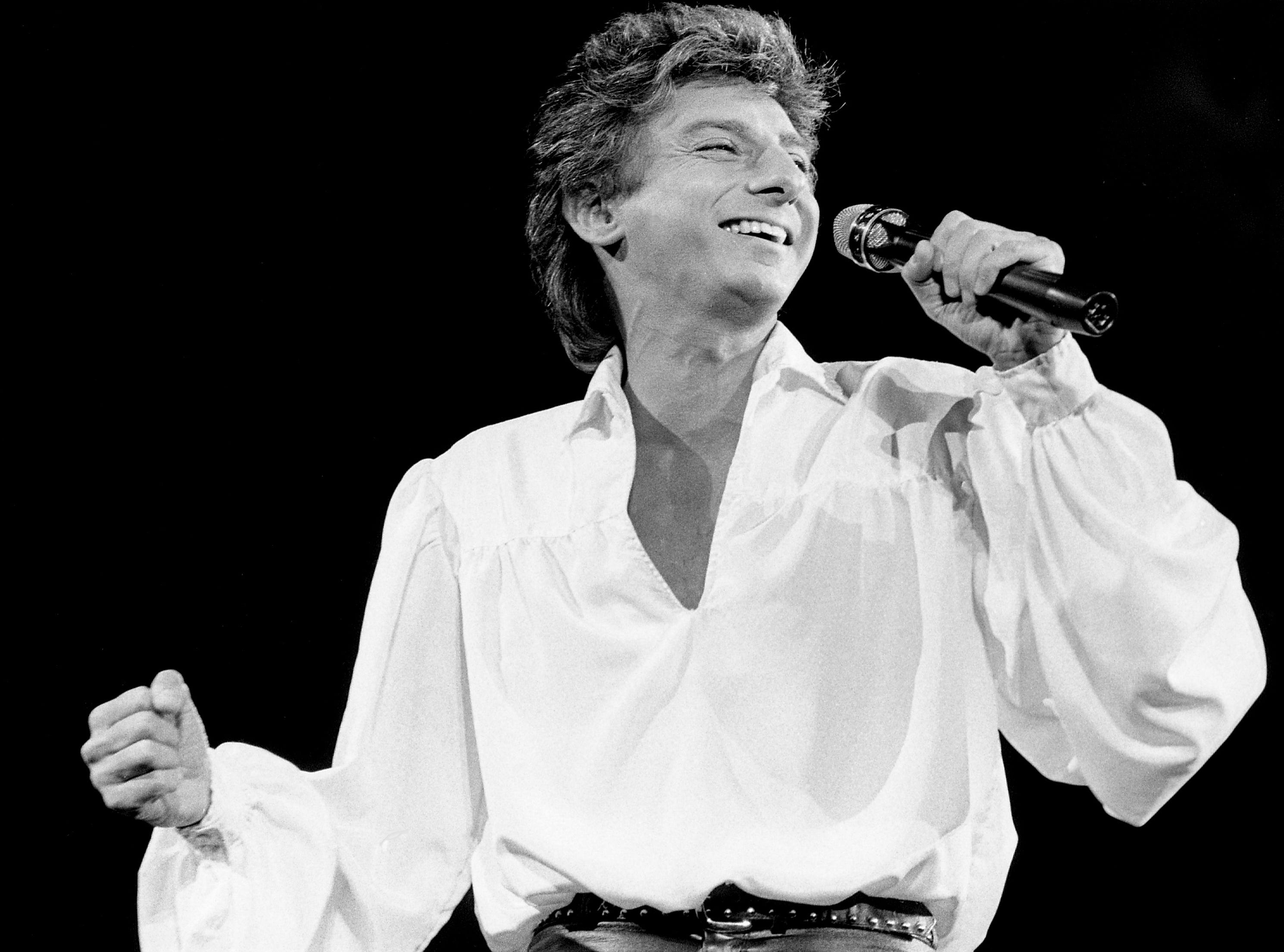 Barry Manilow performs in Nashville on Nov. 14, 1985.