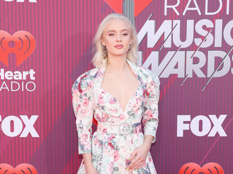 Zara Larsson a su llegada a los premios iHeart Radio Music Awards en 2019 el 14 de marzo de 2019 en Los Angeles, California.