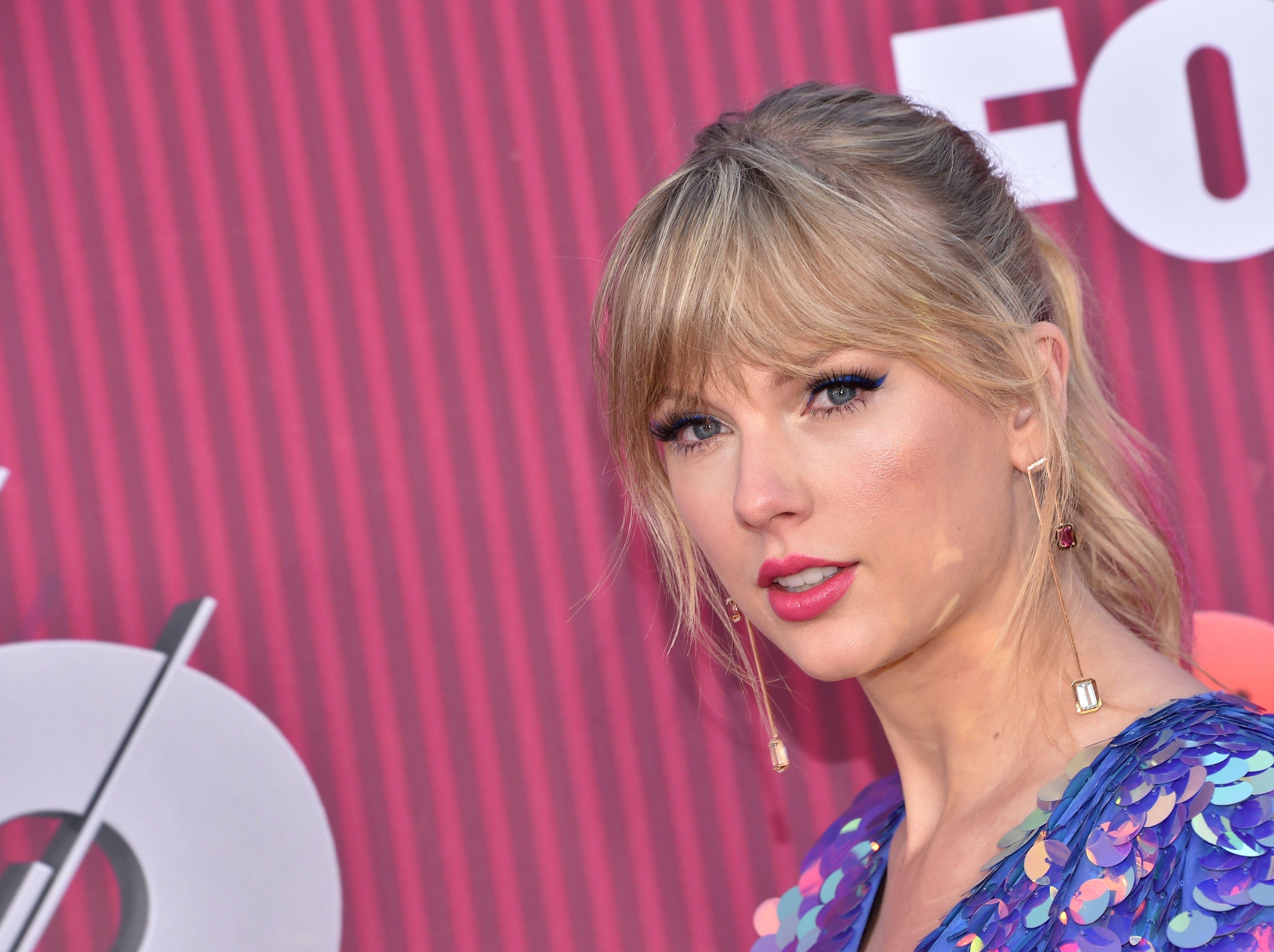 La cantante estadounidense Taylor Swift a su llegada a los premios iHeart Radio Music Awards en 2019 el 14 de marzo de 2019 en Los Angeles, California.