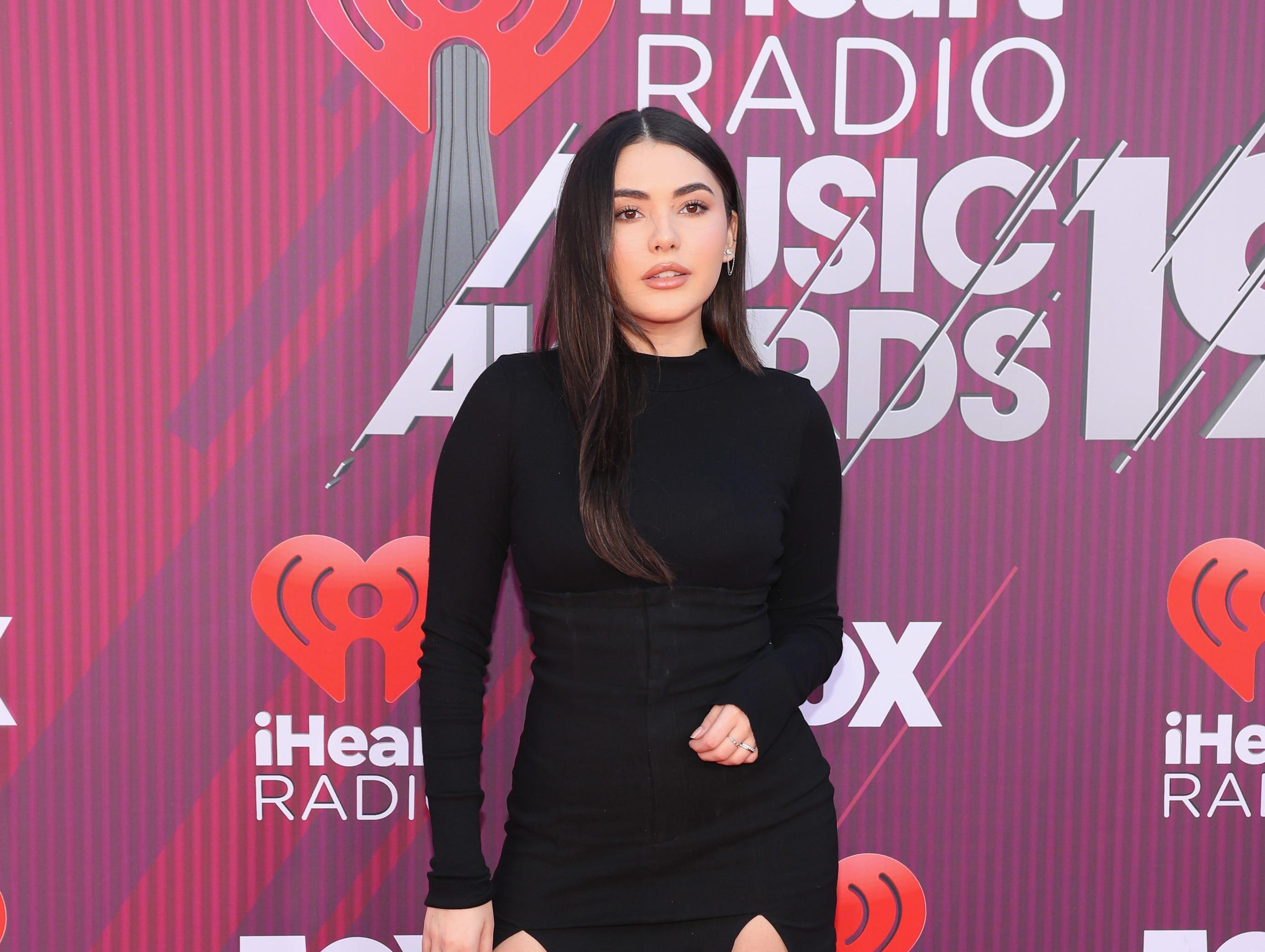 Atiana de la Hoya a su llegada a los premios iHeart Radio Music Awards en 2019 el 14 de marzo de 2019 en Los Angeles, California.