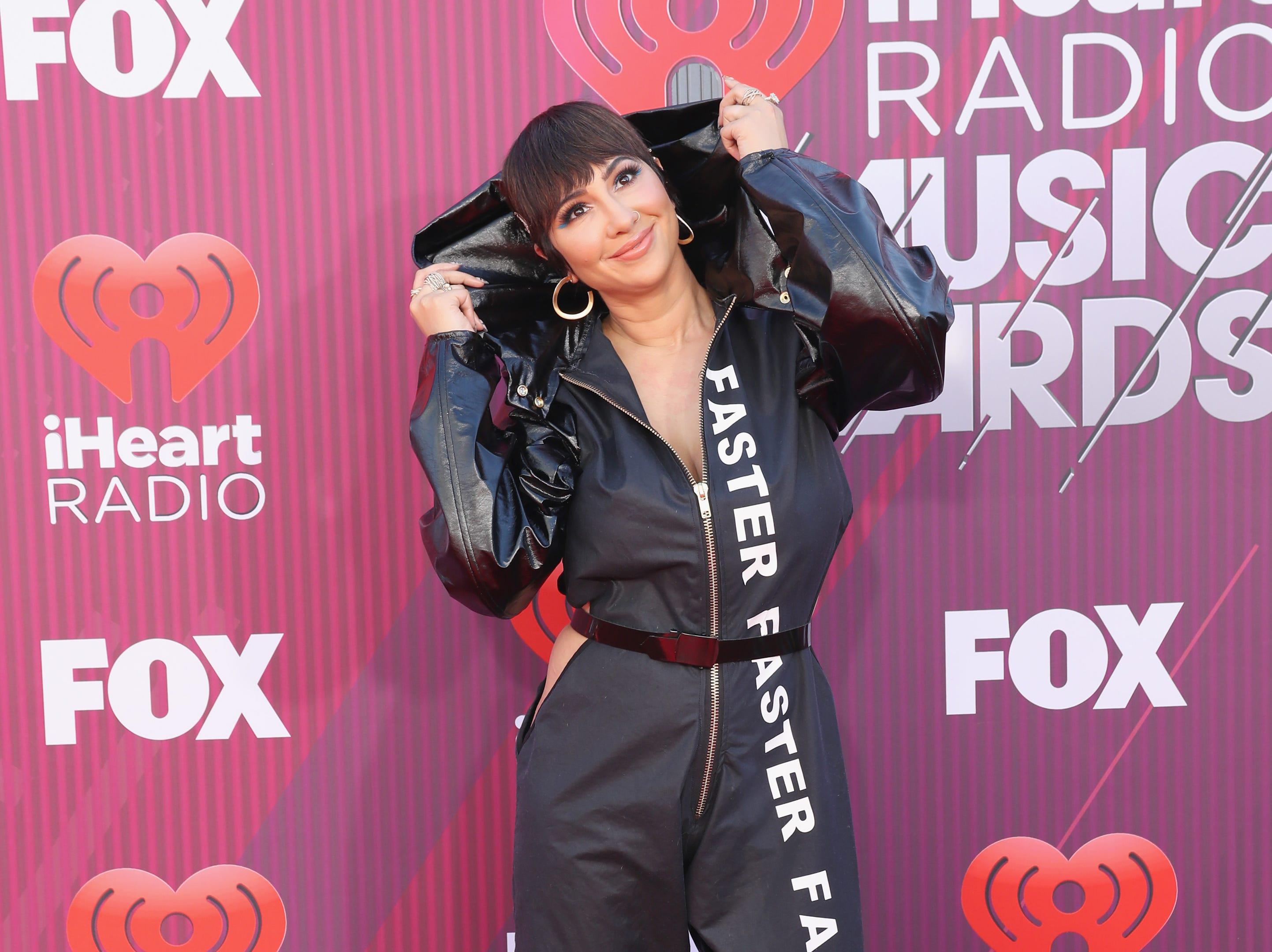 Jackie Cruz a su llegada a los premios iHeart Radio Music Awards en 2019 el 14 de marzo de 2019 en Los Angeles, California.