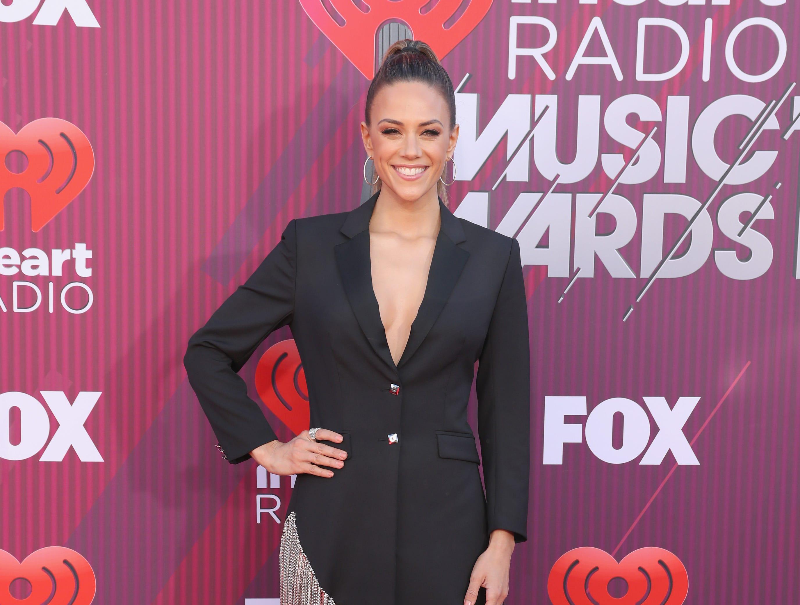 Jana Kramer a su llegada a los premios iHeart Radio Music Awards en 2019 el 14 de marzo de 2019 en Los Angeles, California.