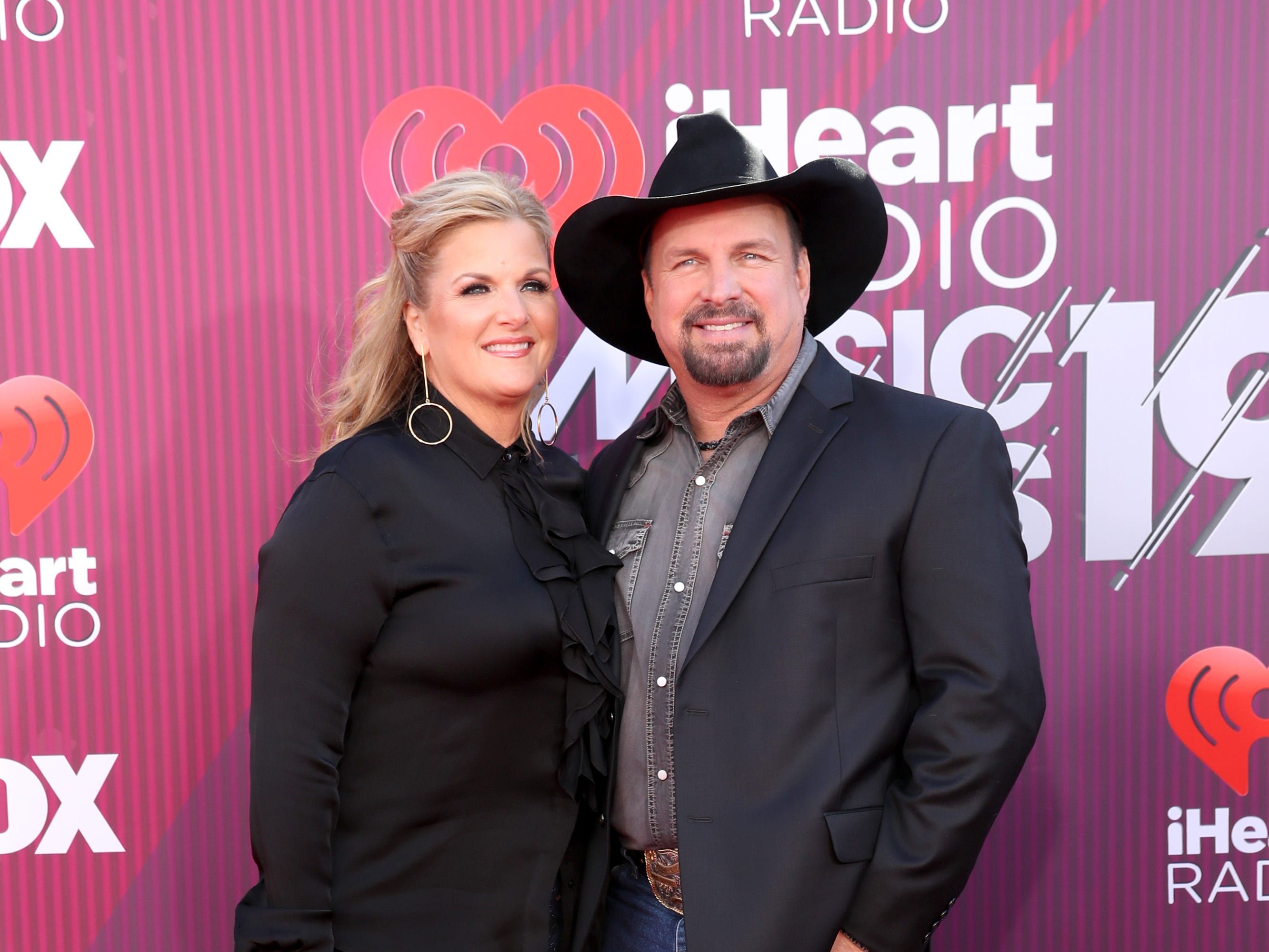 Trisha Yearwood y Garth Brooks a su llegada a los premios iHeart Radio Music Awards en 2019 el 14 de marzo de 2019 en Los Angeles, California.
