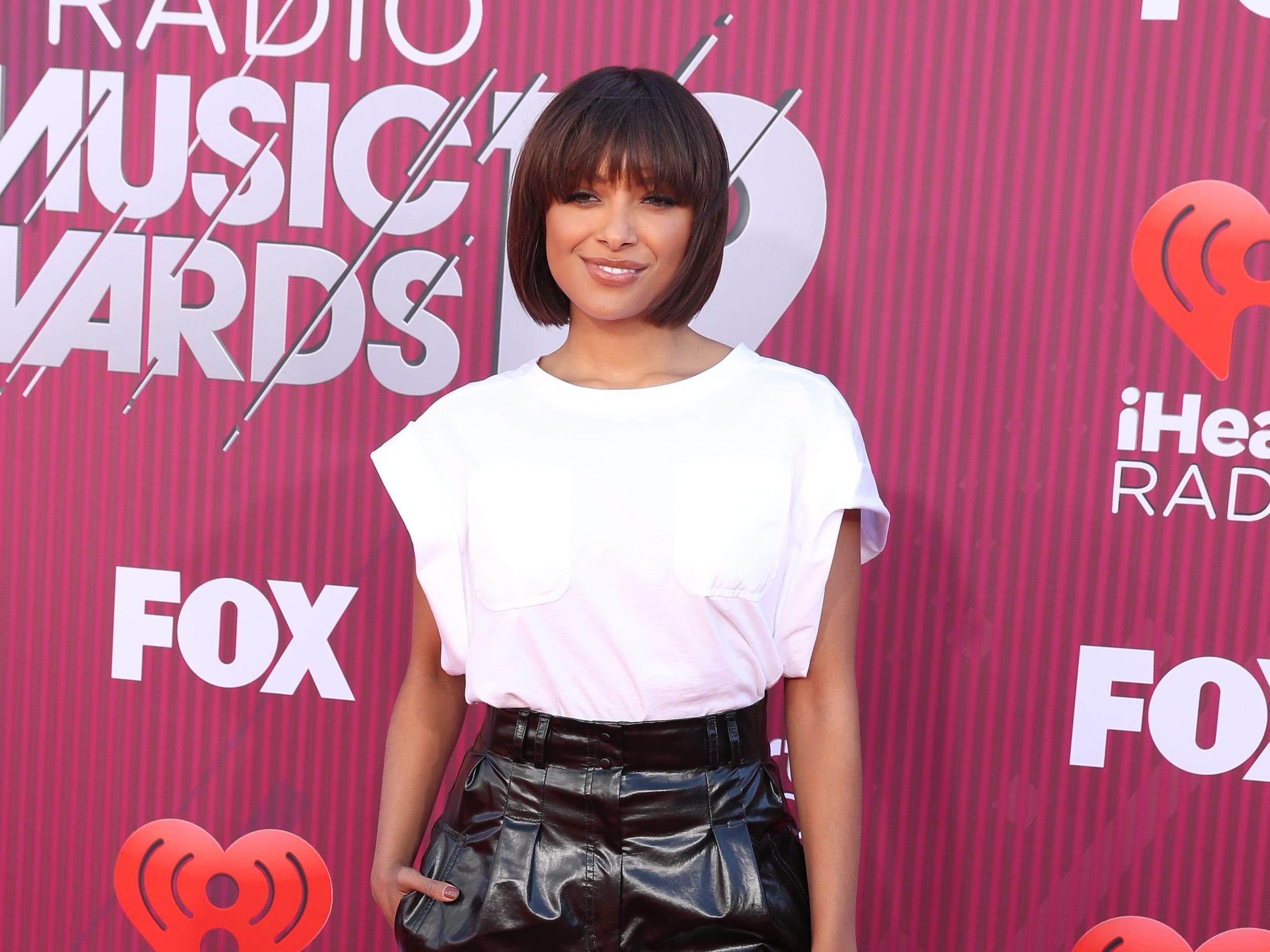 Kat Graham a su llegada a los premios iHeart Radio Music Awards en 2019 el 14 de marzo de 2019 en Los Angeles, California.