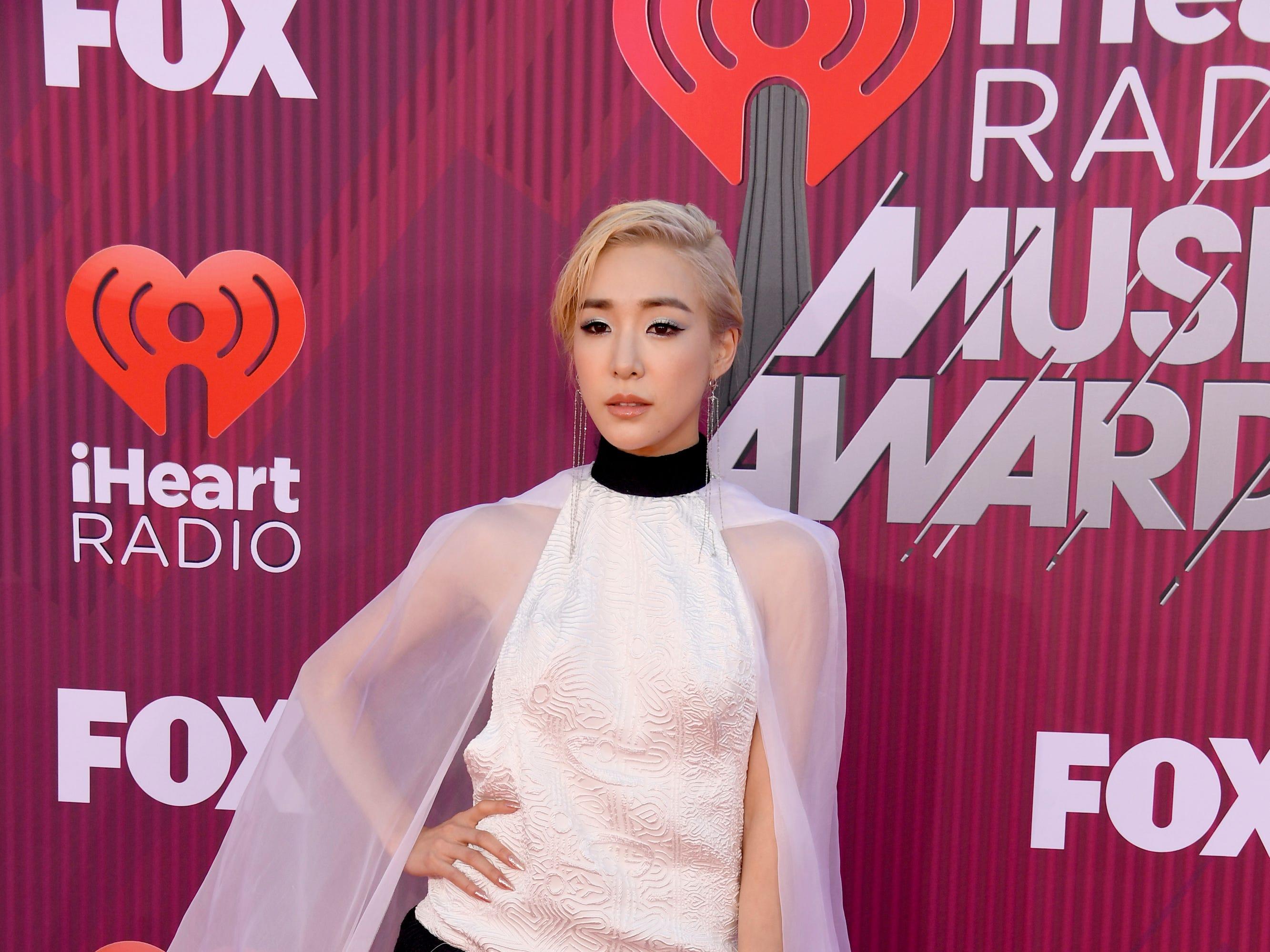 Tiffany Young a su llegada a los premios iHeart Radio Music Awards en 2019 el 14 de marzo de 2019 en Los Angeles, California.
