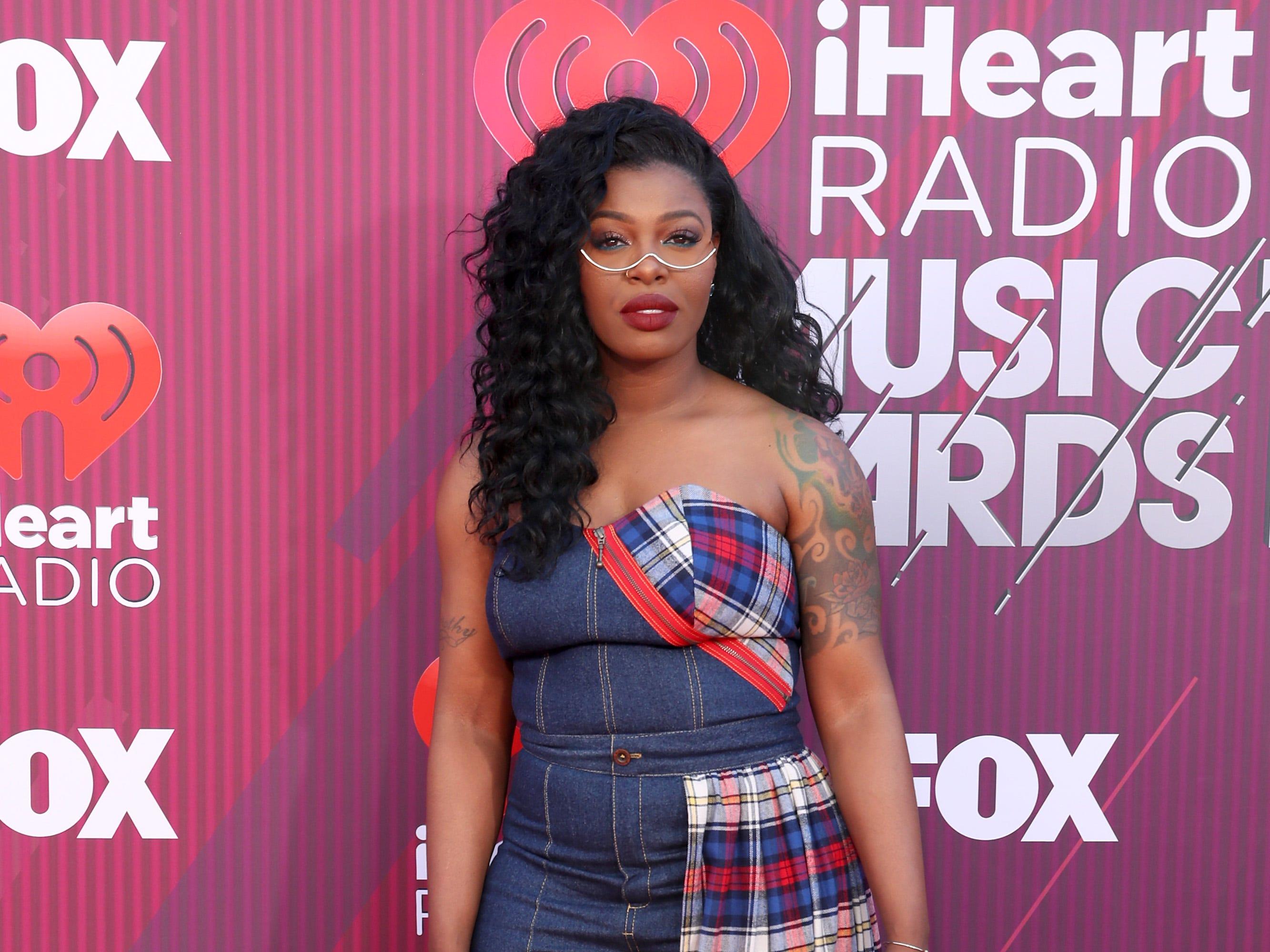 Ta'Rhonda Jones a su llegada a los premios iHeart Radio Music Awards en 2019 el 14 de marzo de 2019 en Los Angeles, California.