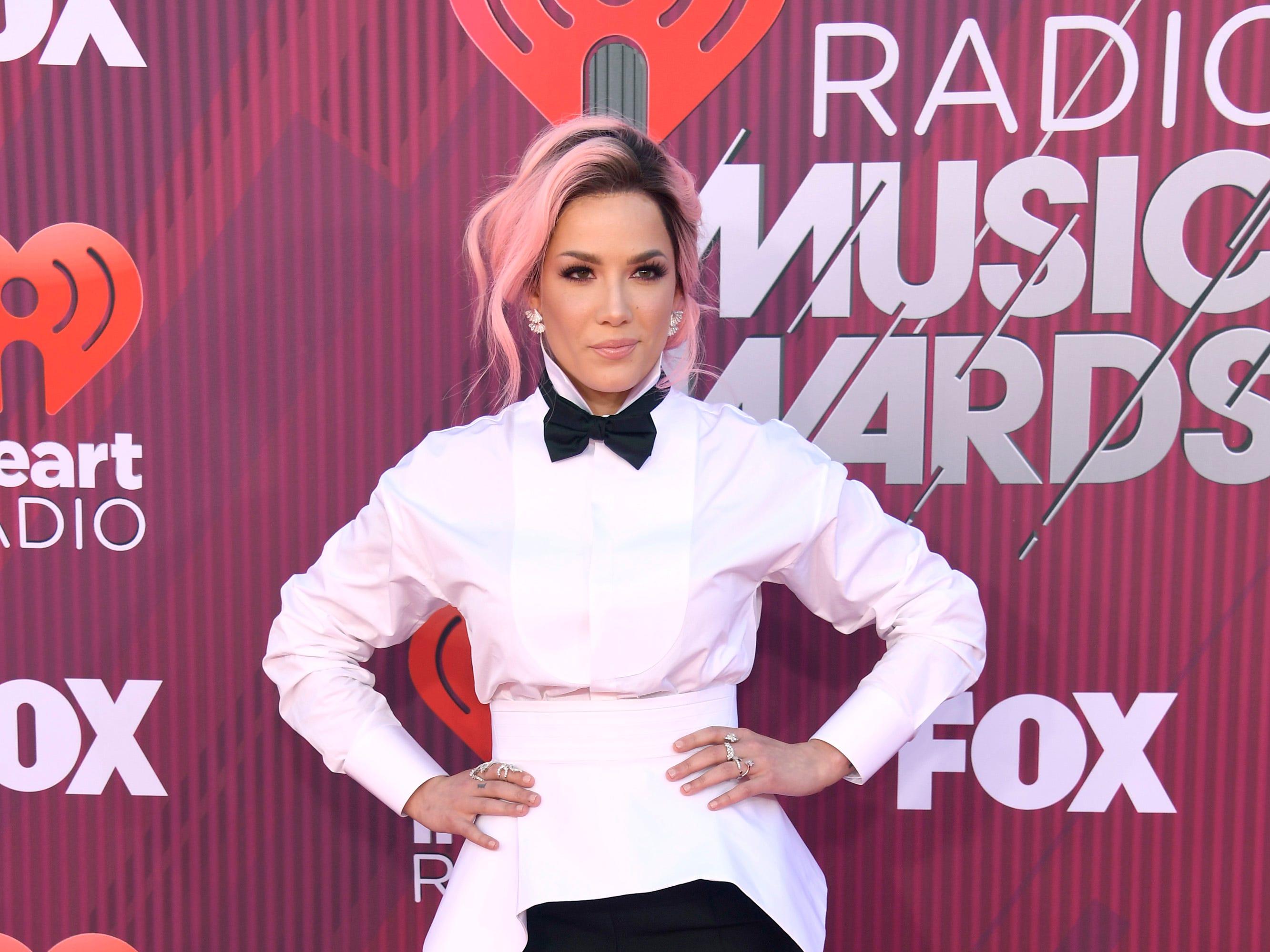 Halsey a su llegada a los premios iHeart Radio Music Awards en 2019 el 14 de marzo de 2019 en Los Angeles, California.