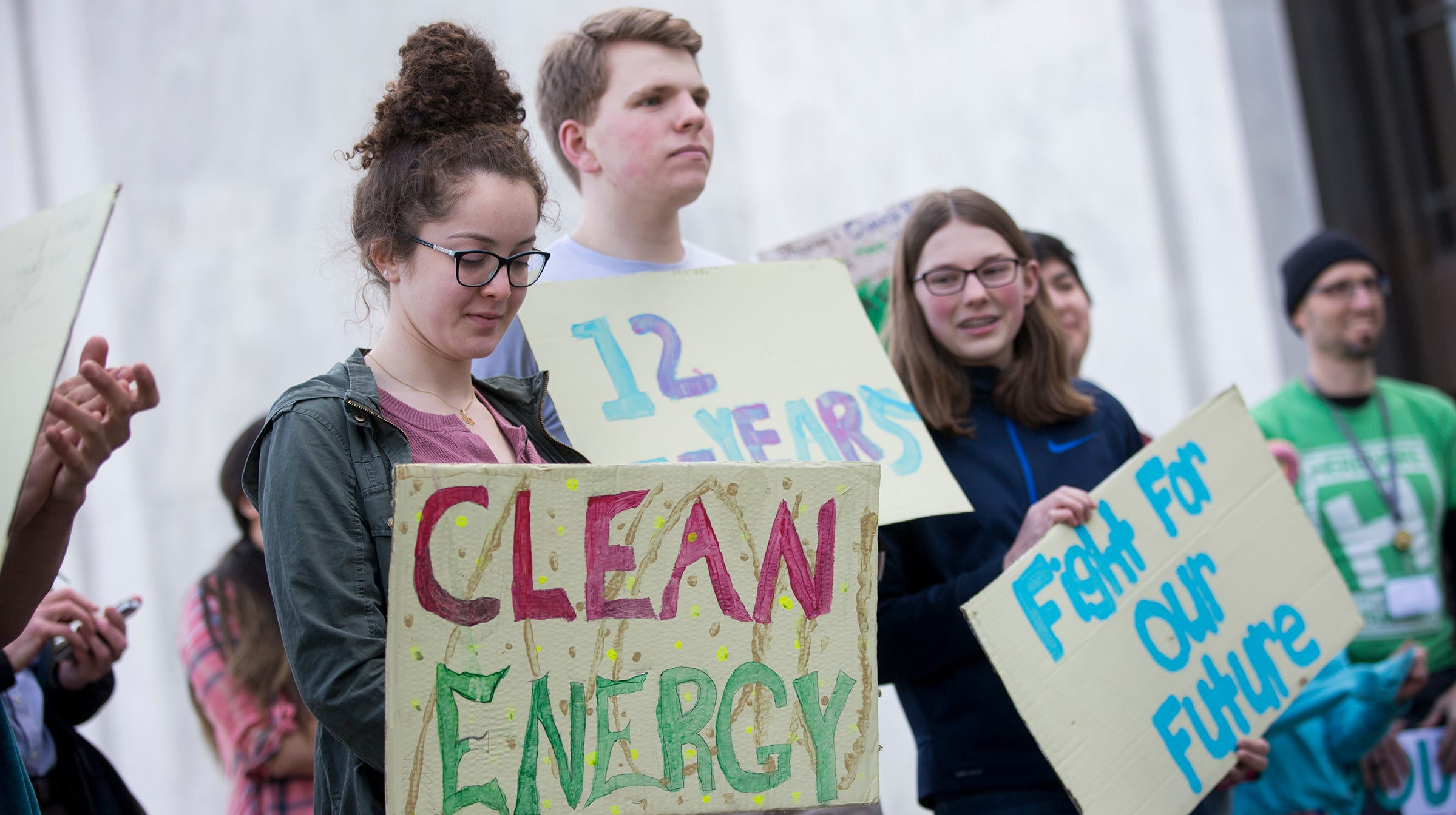 Oregon House bill to cap carbon emissions moves out of committee