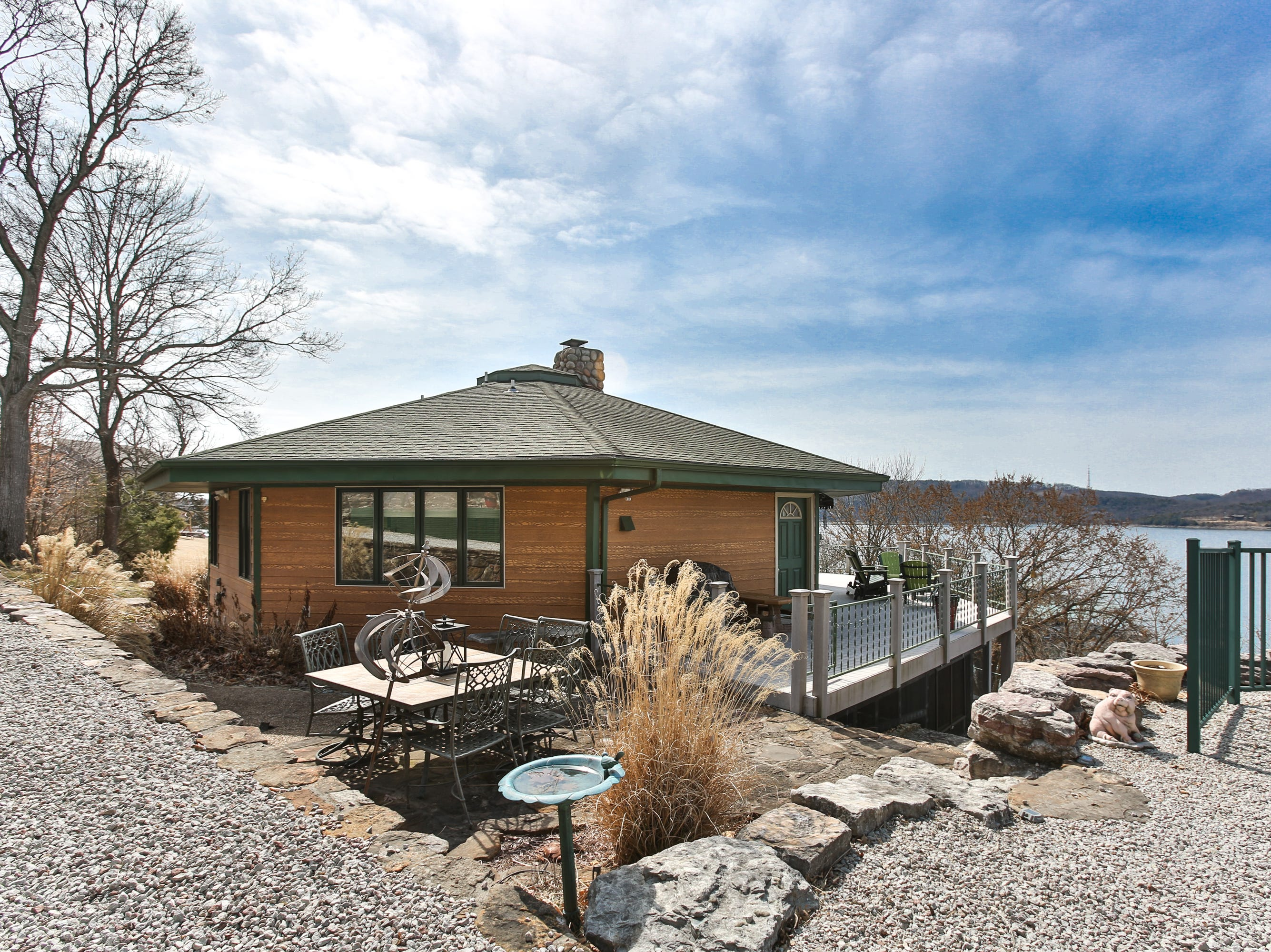 The Kembells found the perfect lake home for their retirement years at the end of a dead-end road on two lots overlooking Table Rock Lake. The home features every amenity they could hope for in less space than they thought they would need.
