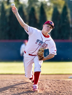 Tulare Western's Levi Faucett pitches against Mission Oak in an East Yosemite League high school baseball game on Thursday, March 14, 2019.