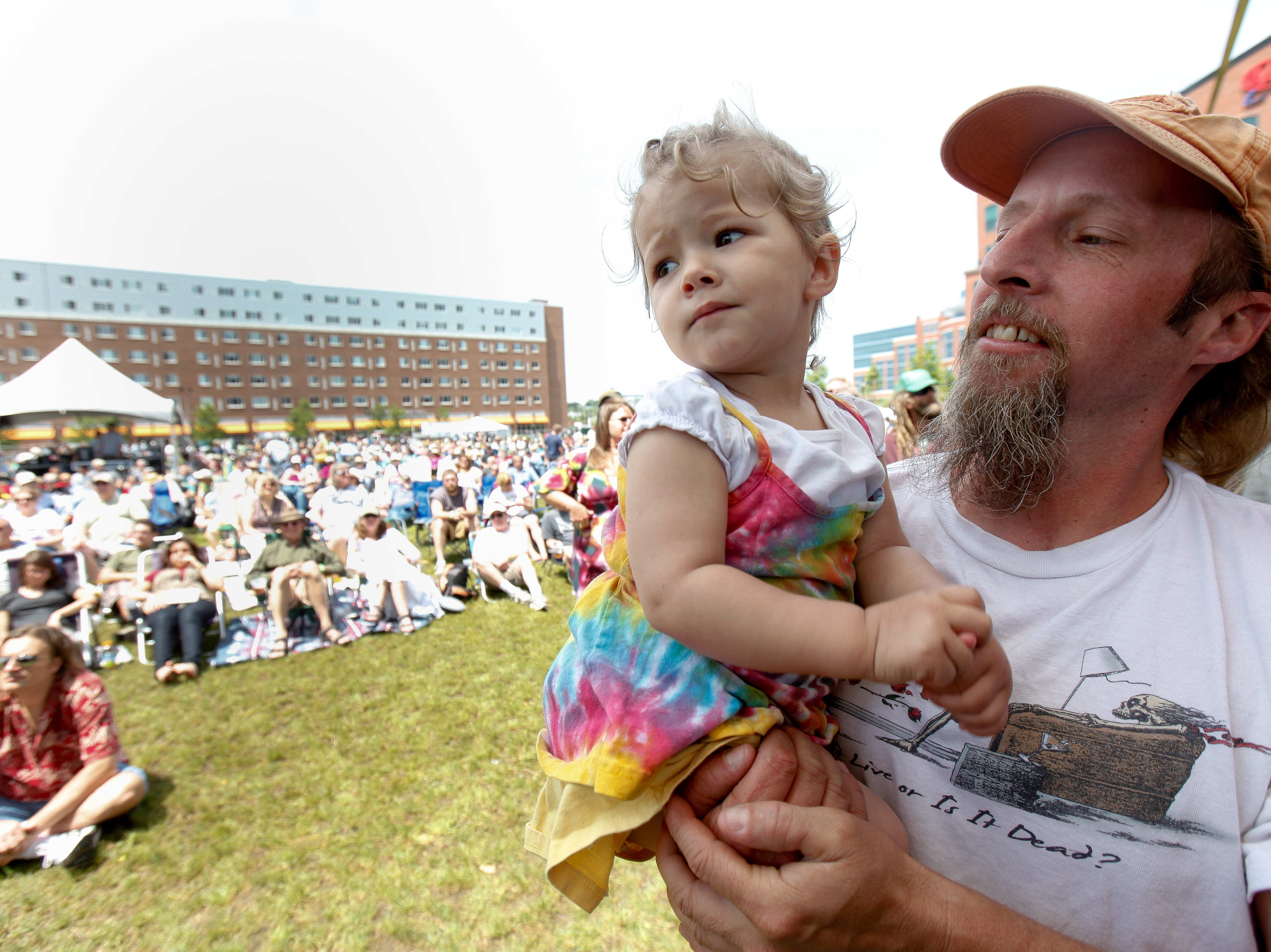 Todd Dedmon of Newark and his 19-month-old daughter Zoe enjoy the music of Jorma Kaukonen, founding member of Jefferson Airplane and member of Hot Tuna, at Bromberg's Big Noise in 2010.