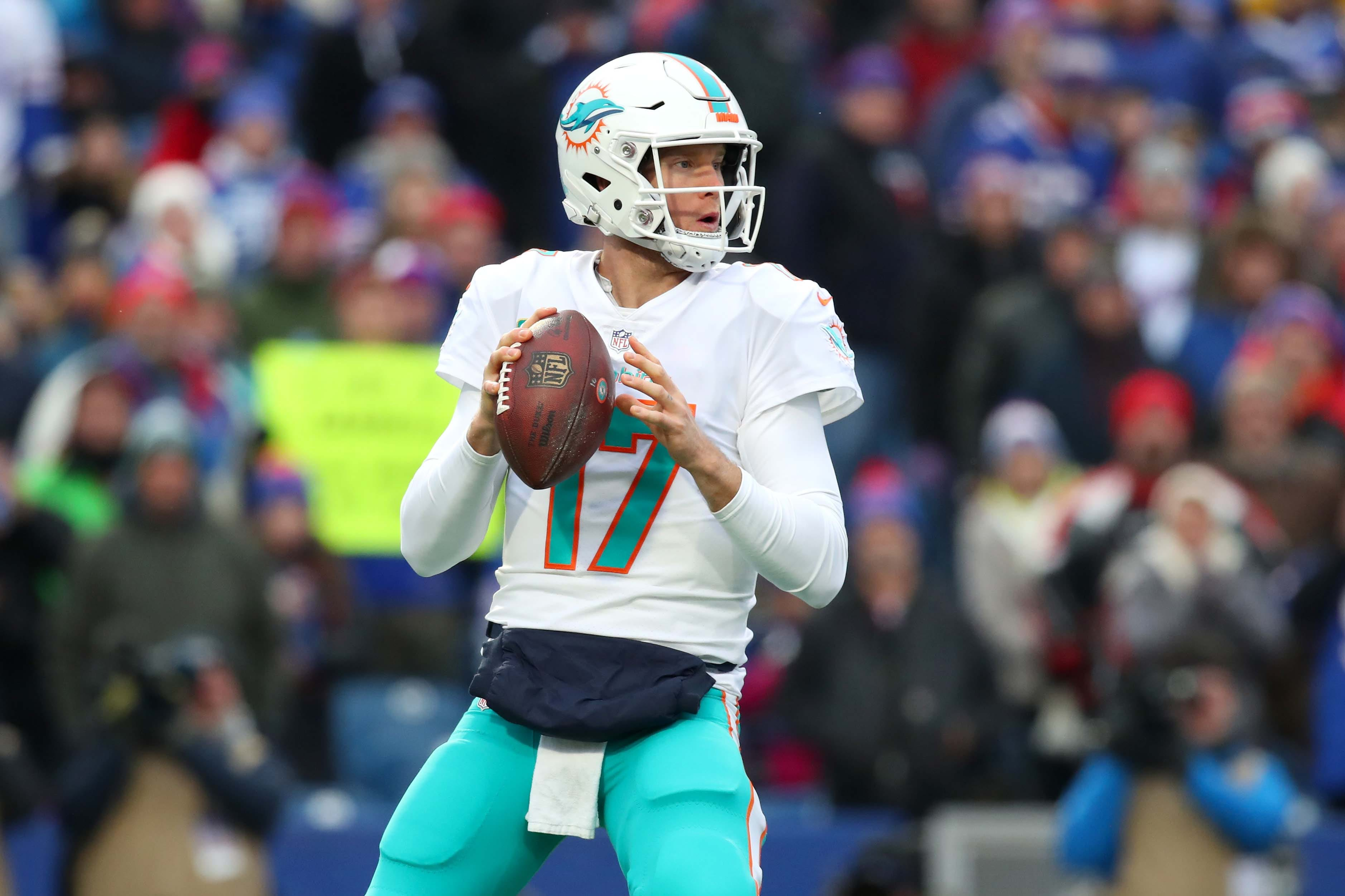 Dolphins trade starting QB Ryan Tannehill to Titans