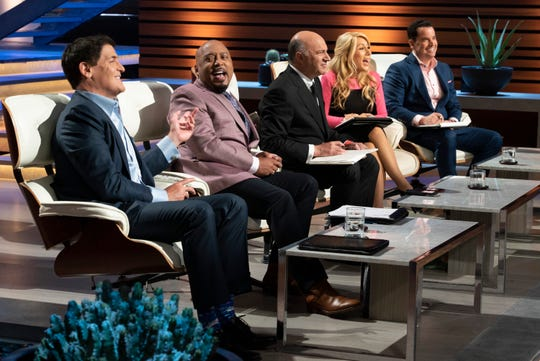 "Mark Cuban, Daymond John, Kevin O'Leary, Lori Greiner and guest Matt Higgins on ABC's ""Shark Tank."""