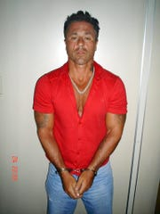 Picture realesed 25 November 2004 by the Brazilian Federal Police shows US citizen John Edward Alite, 44, allegedly one of the heads of the Famiglia Gambino of New York's mafia and under custody of Rio de Janeiro's police. Alite, aka. John Alleto, has been in Brazil since December 2003 and, according to Interpol and FBI sources, is involved in homicide, drug trafficking and illegal financial business.    AFP PHOTO/DPF ORG XMIT: DPF02