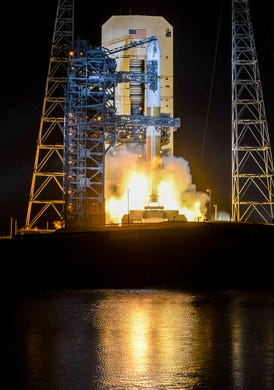 """A United Launch Alliance Delta IV Medium Missile Lifts from Cape Canaveral Air Force Base on Friday, March 15, 2019. The missile carries a communications satellite for the US military , """"Data-id ="""""""