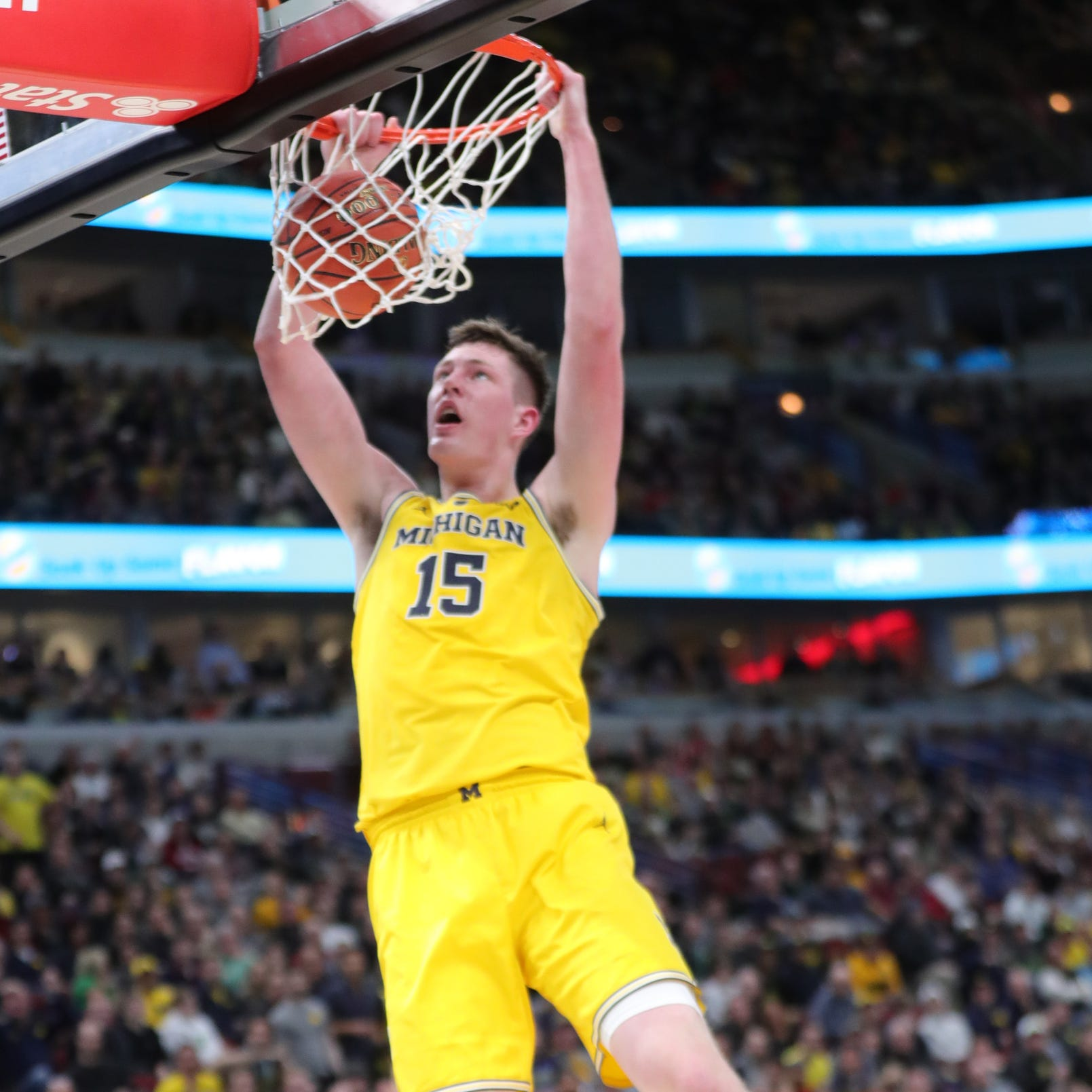 Michigan basketball blows past Iowa in vintage March performance