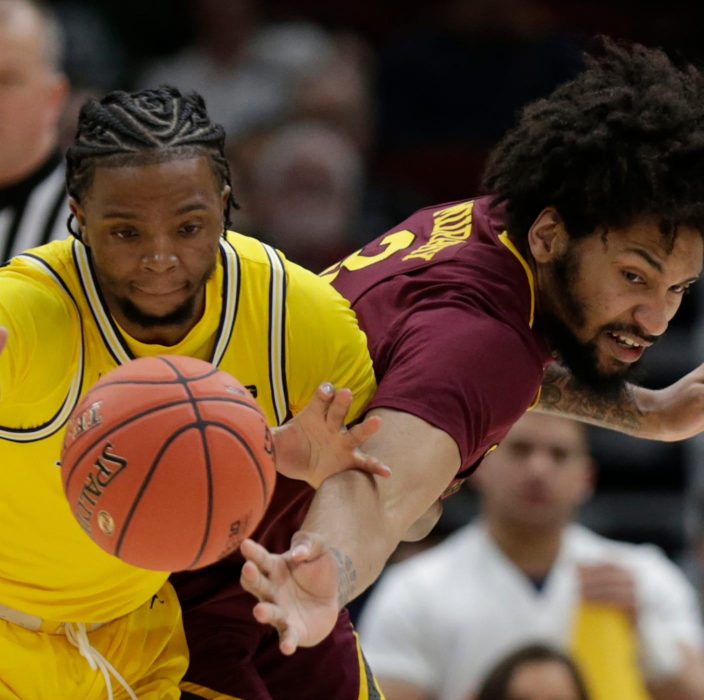 Michigan basketball sets up showdown with MSU after romp over Minnesota