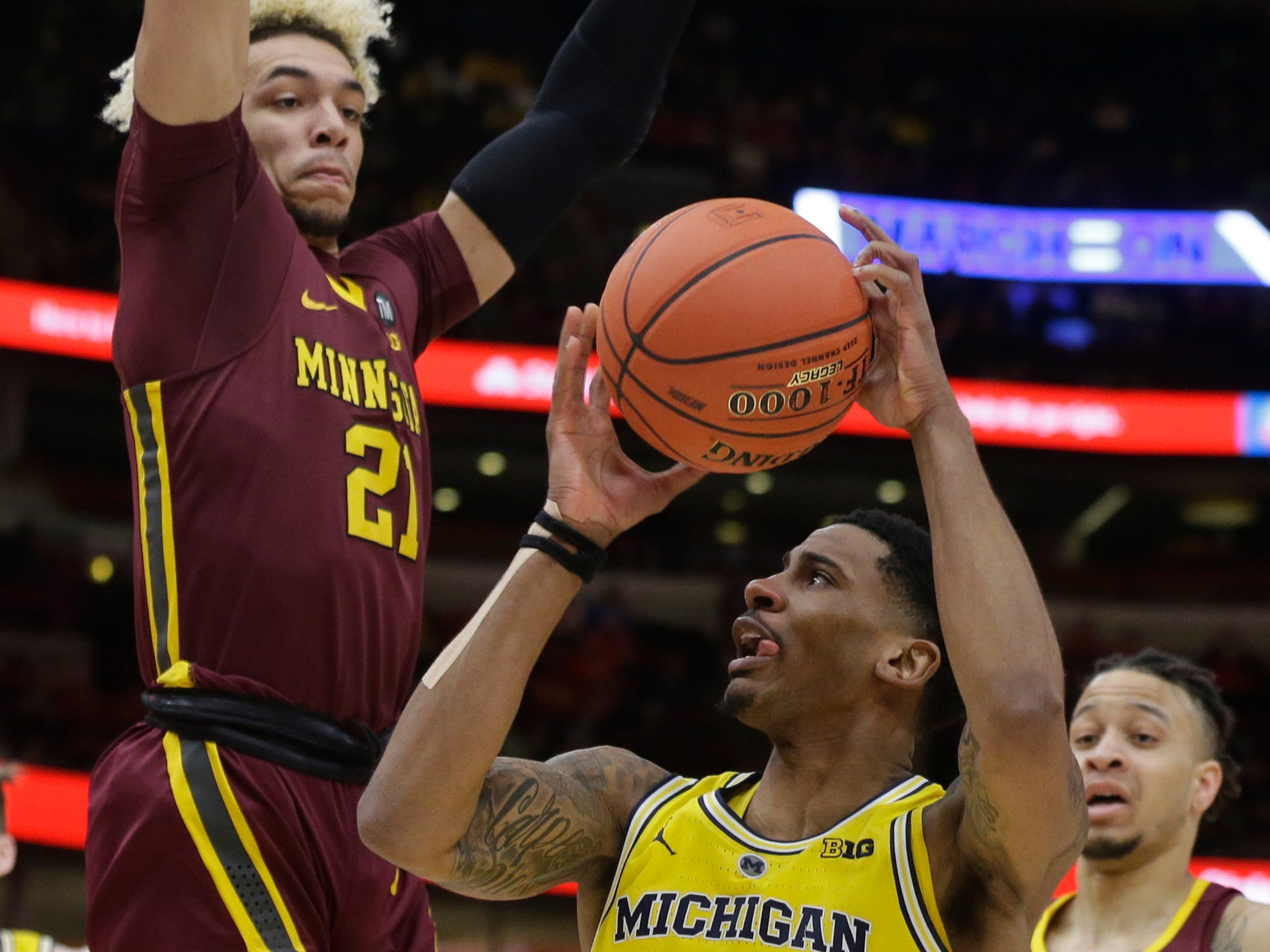 Michigan's Charles Matthews drives against Minnesota's Jarvis Omersa during the first half.