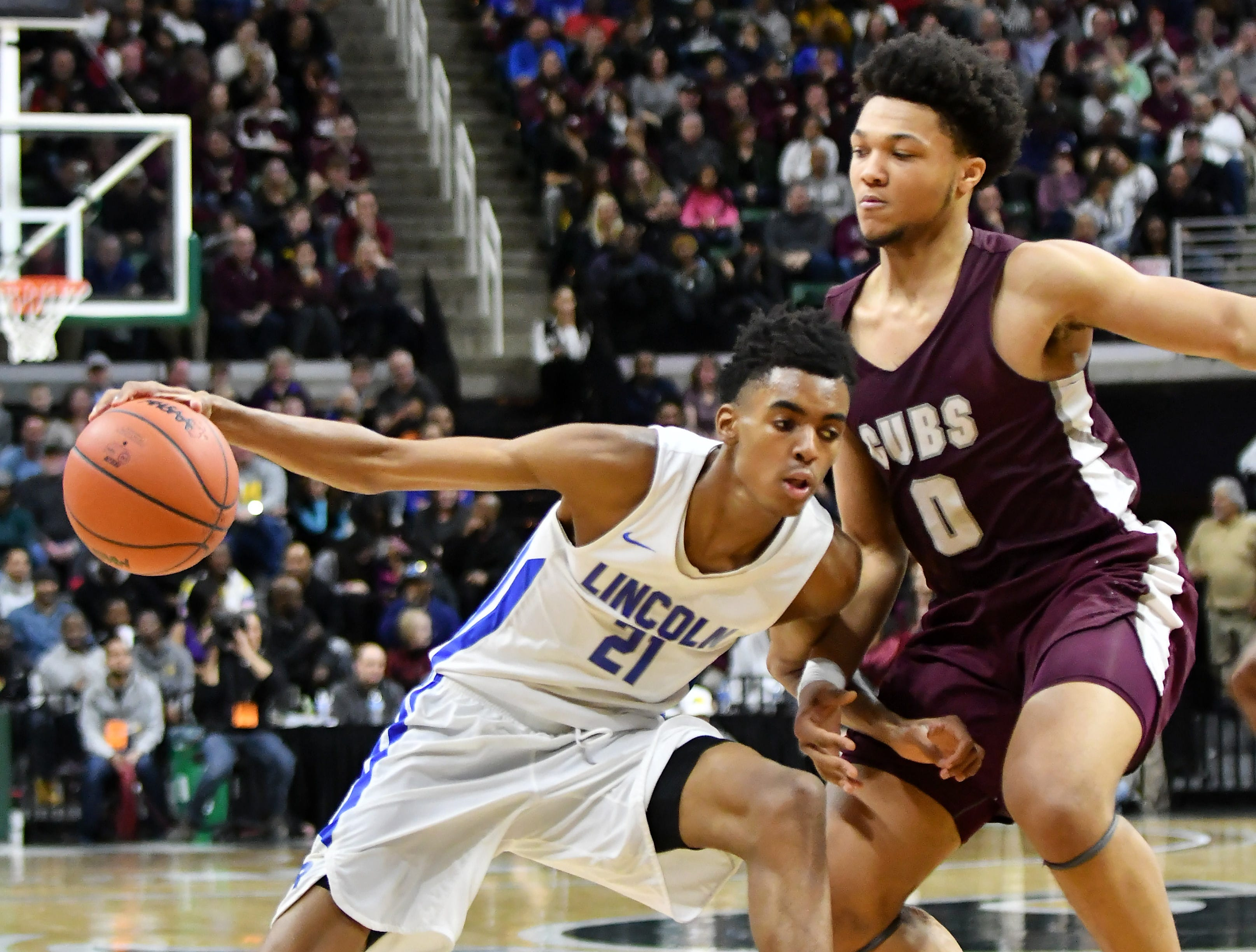 U-D Jesuit's Daniel Friday (0) guards Lincoln's Emoni Bates (21) in the second half.