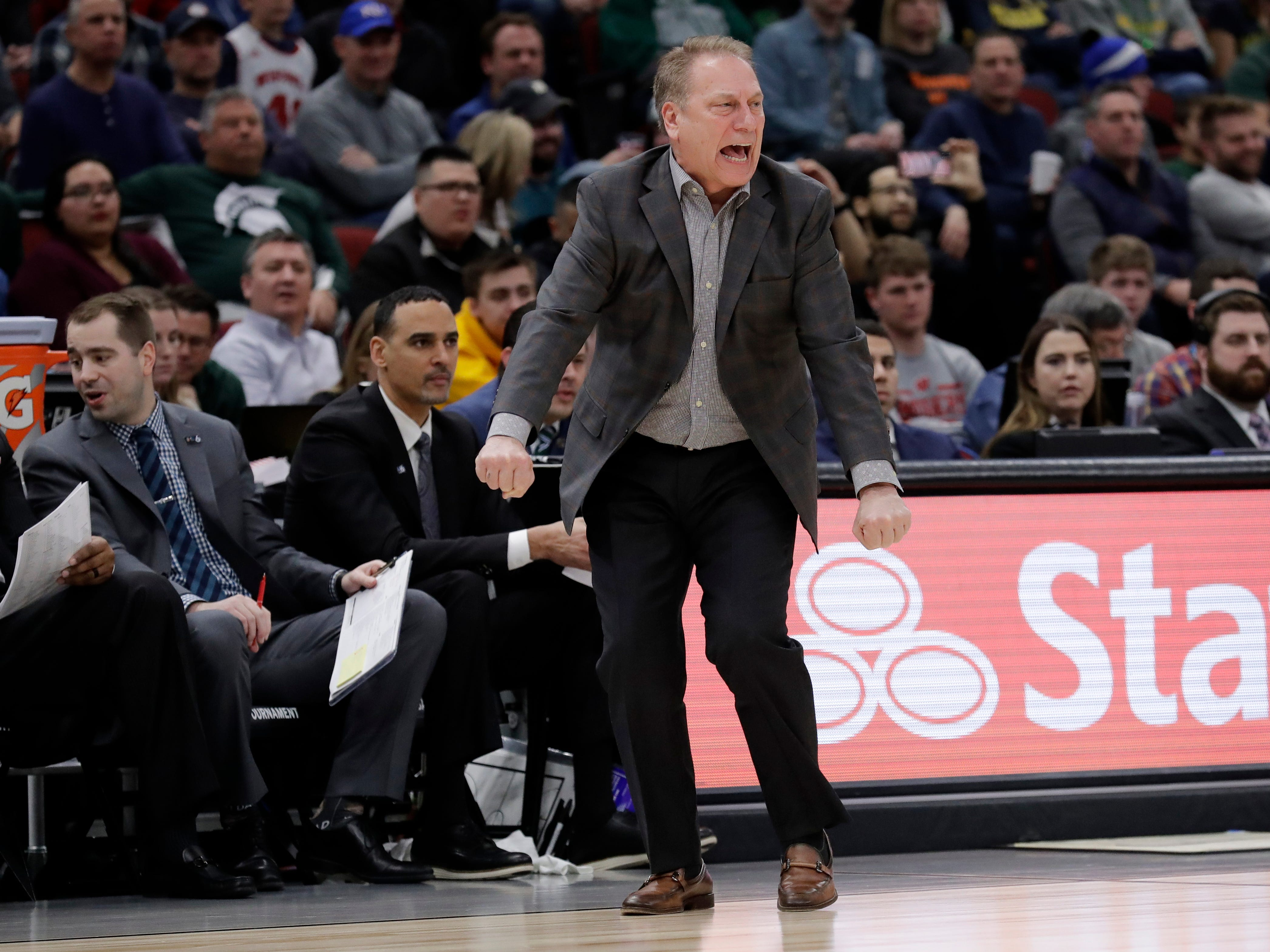 Michigan State head coach Tom Izzo directs his team during the second half.