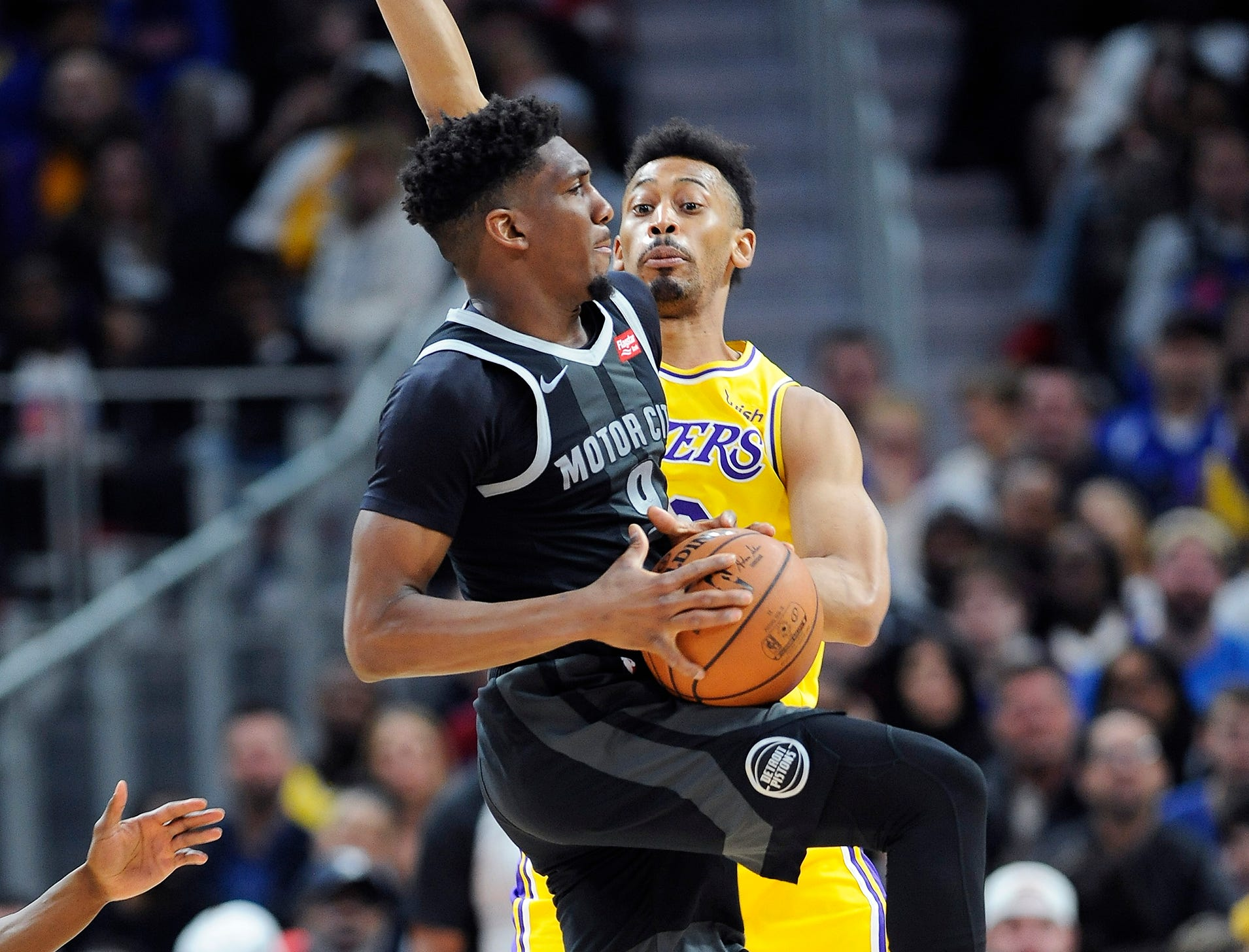 Pistons' Langston Galloway looks to make a pass over Lakers' Johnathan Williams in the fourth quarter.
