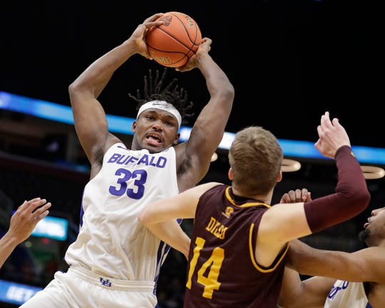 Buffalo's Nick Perkins (33) grabs a rebound ahead of Central Michigan's David DiLeo (14) during the second half.