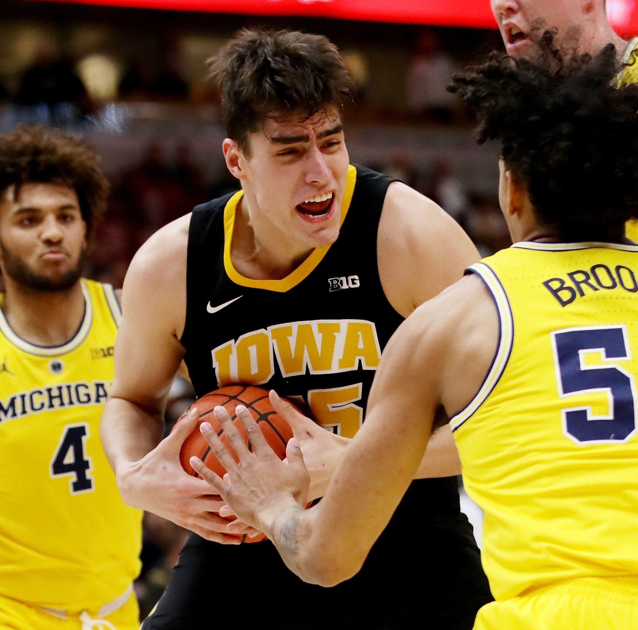 Leistikow: A familiar postseason script for Hawkeyes in blowout loss to Michigan