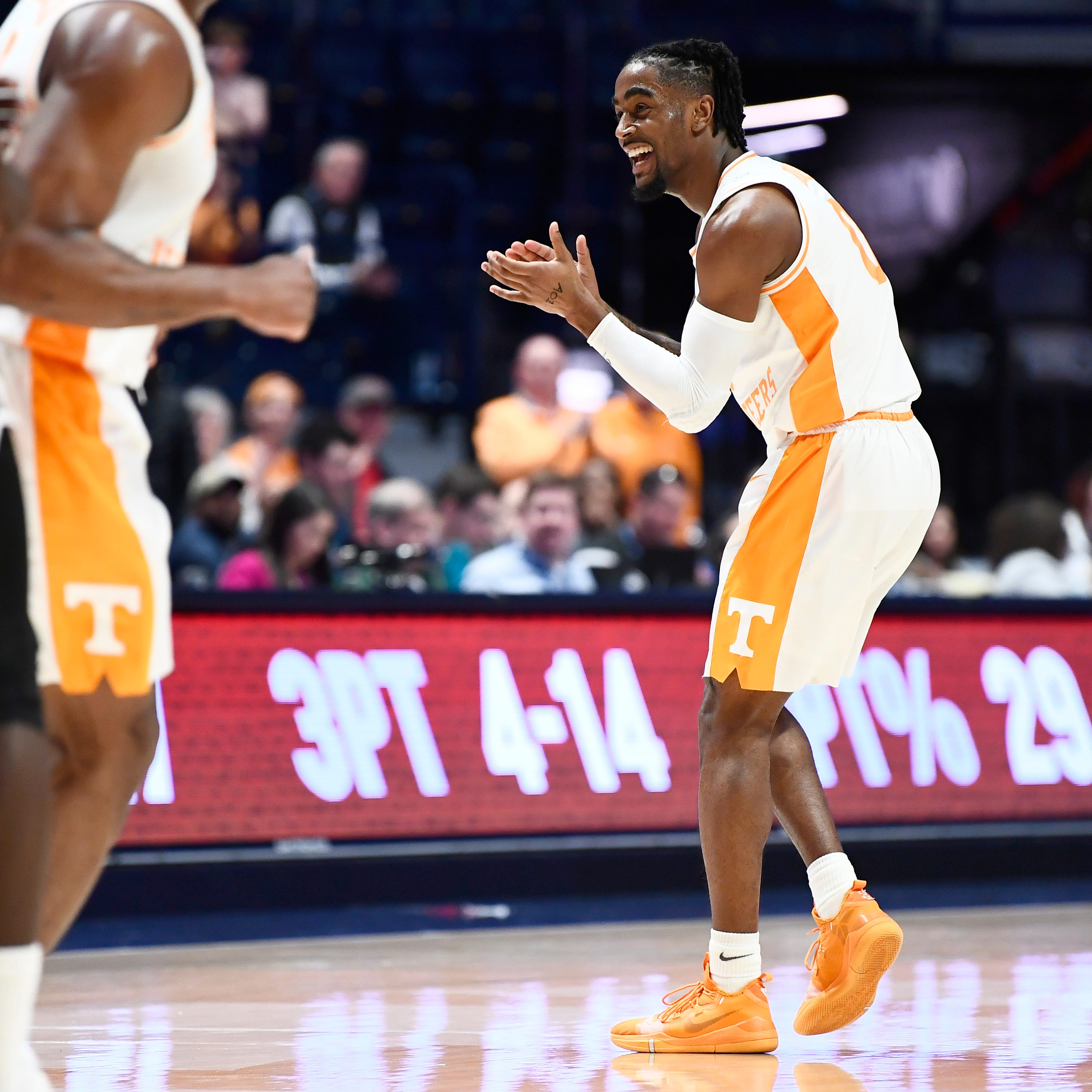 Live updates: Tennessee basketball faces Kentucky in SEC Tournament semifinals